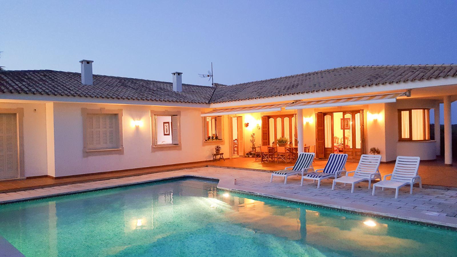 Villa in Cala Llonga Ref: M8571 23