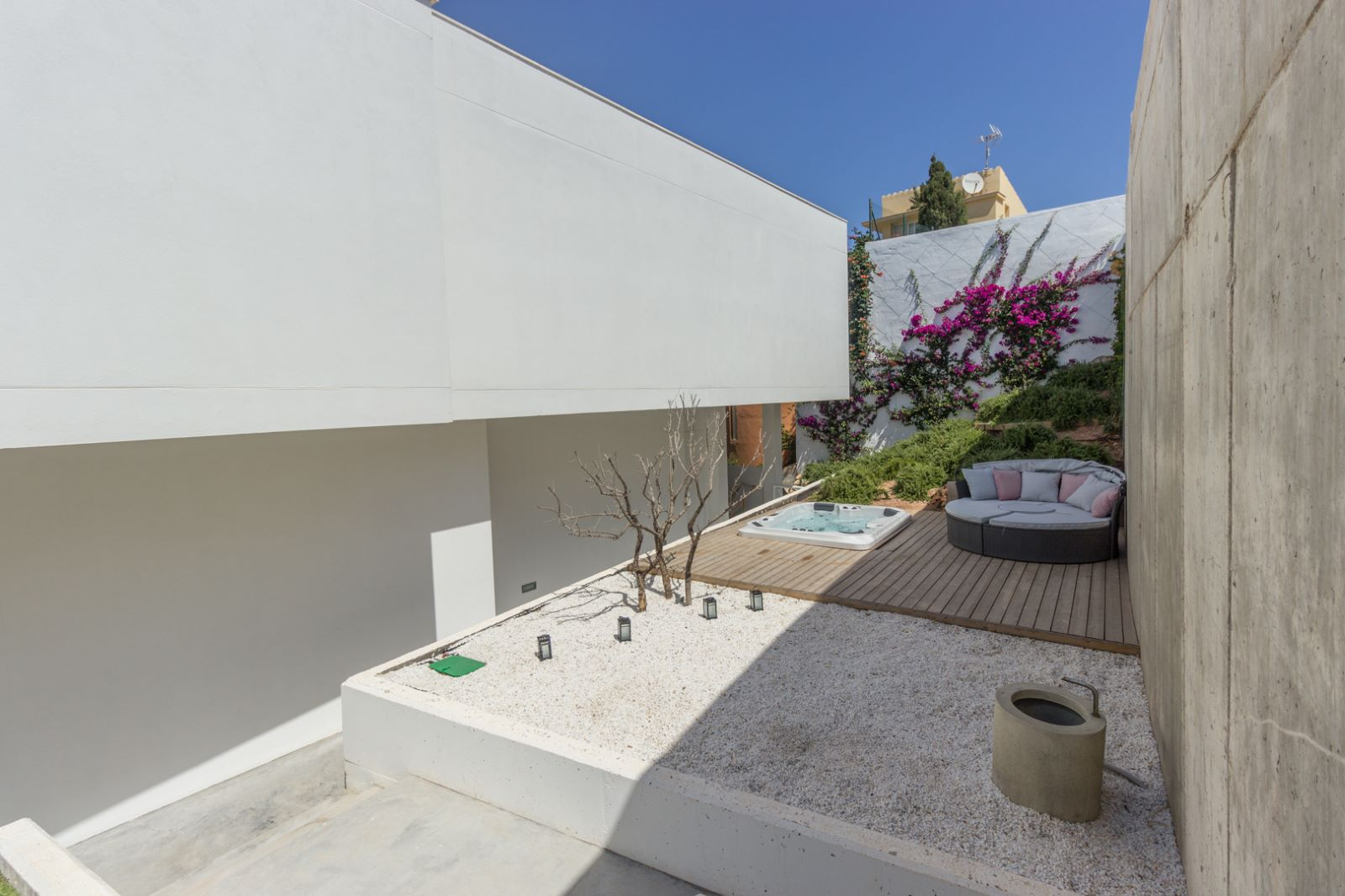 Villa in Cala Llonga Ref: M7964 19