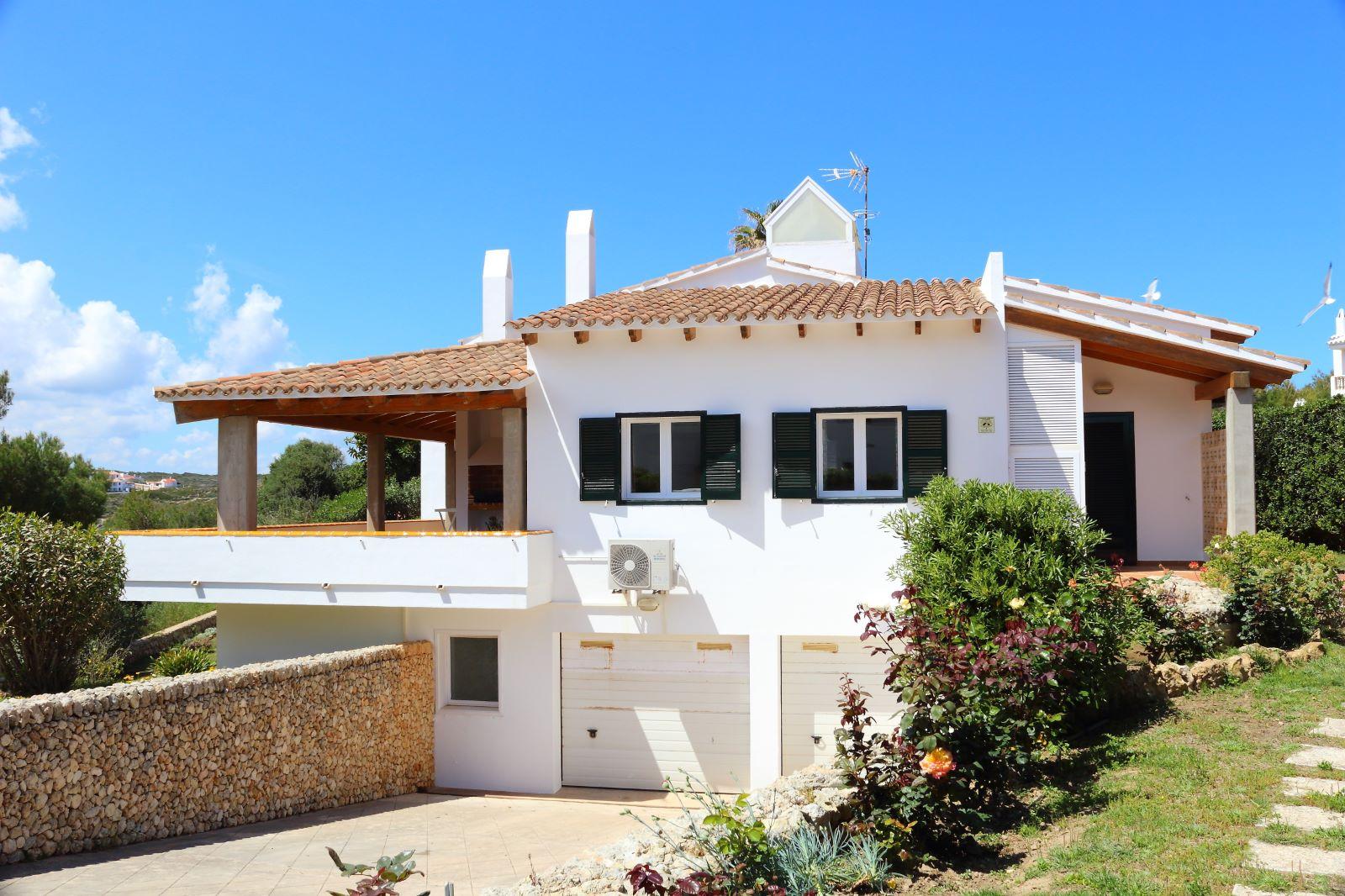 Villa in Arenal d'en Castell Ref: V2147 8