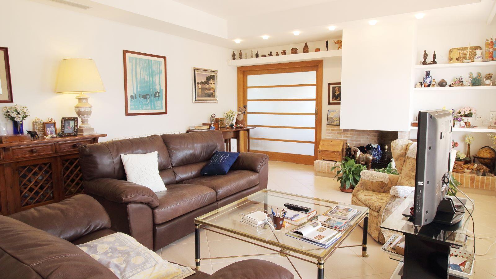 Villa in Arenal d'en Castell Ref: V2147 14