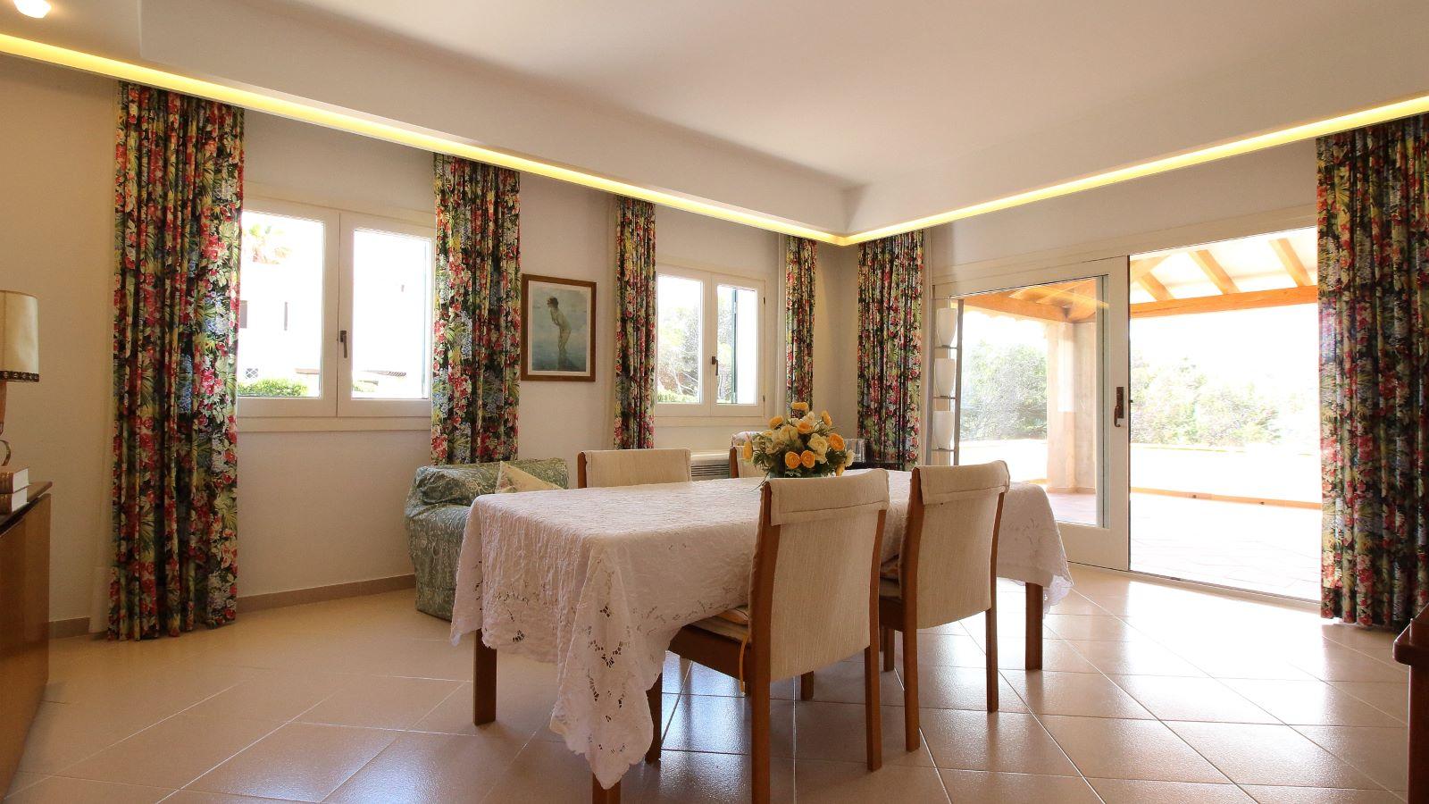 Villa in Arenal d'en Castell Ref: V2147 16