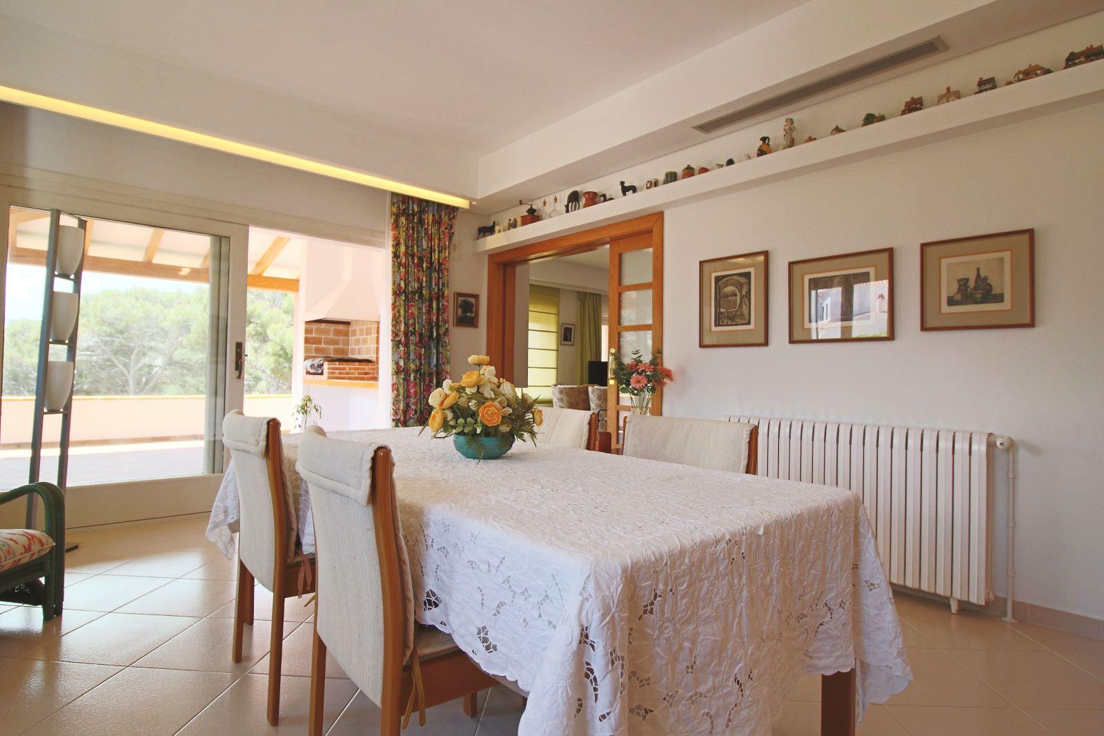 Villa in Arenal d'en Castell Ref: V2147 17