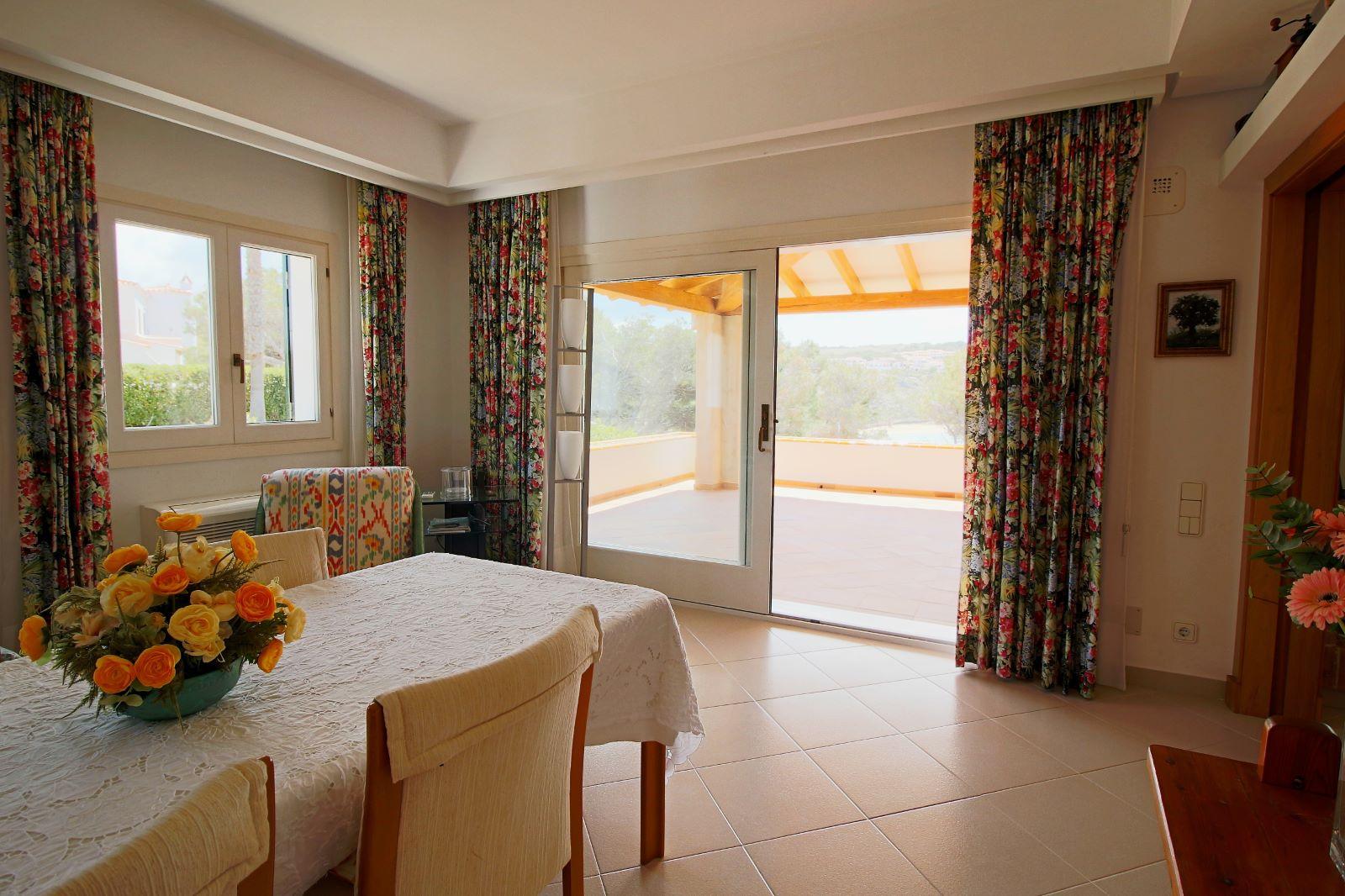 Villa in Arenal d'en Castell Ref: V2147 18