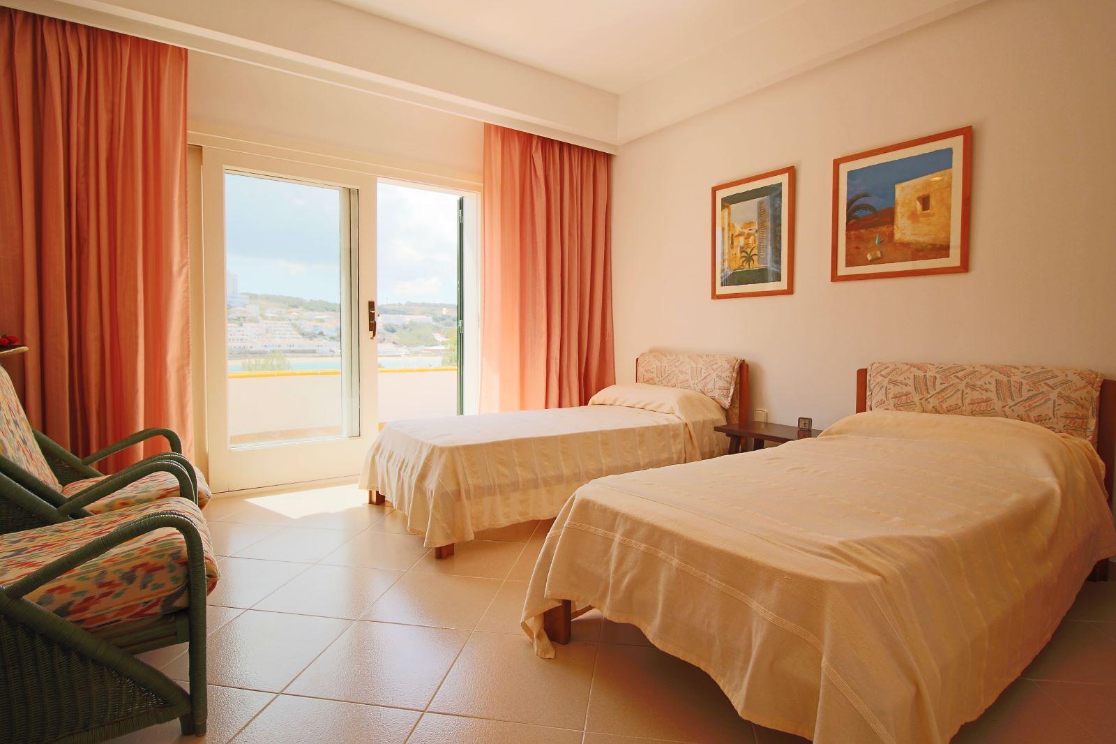 Villa in Arenal d'en Castell Ref: V2147 23