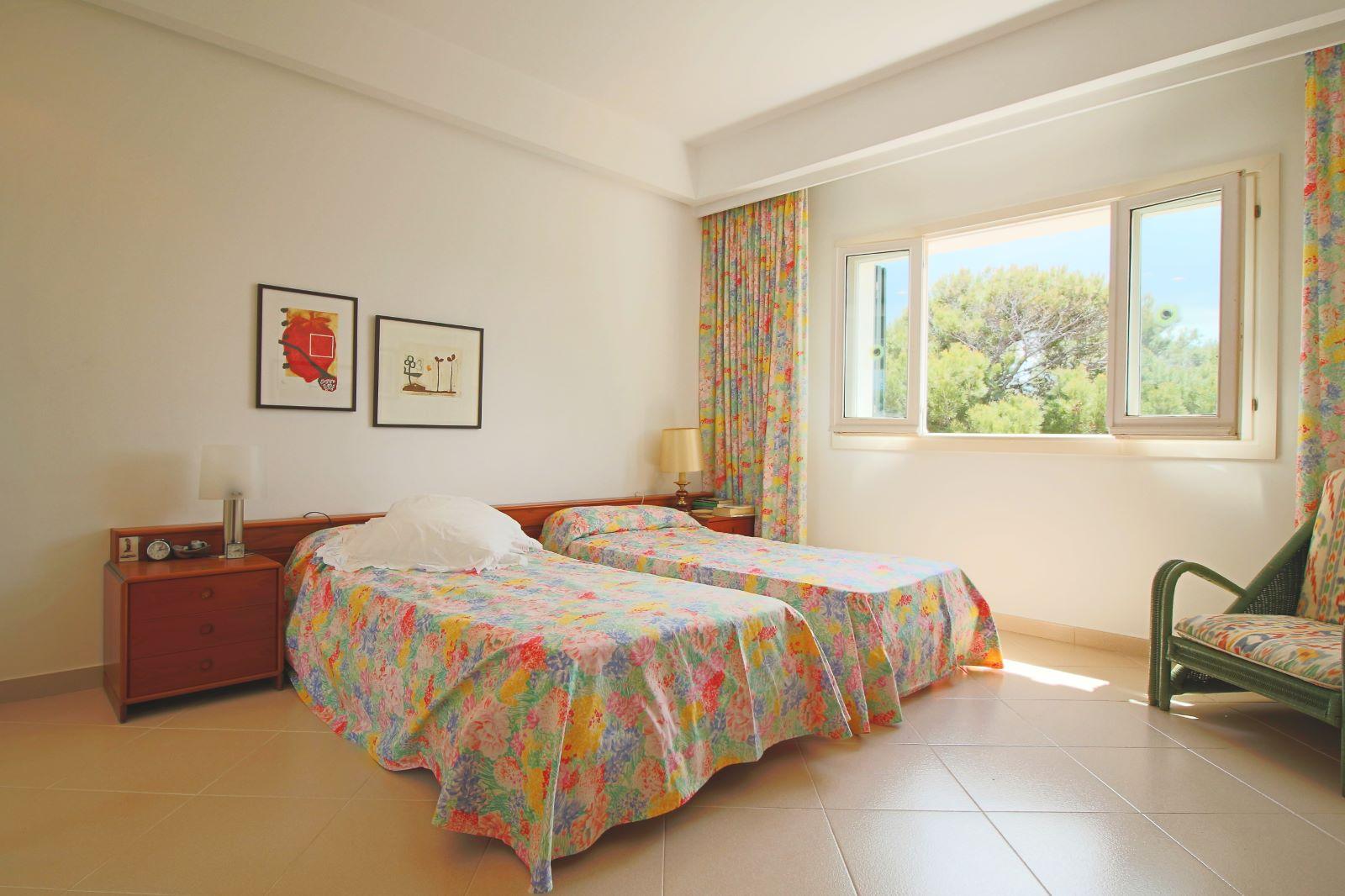 Villa in Arenal d'en Castell Ref: V2147 26