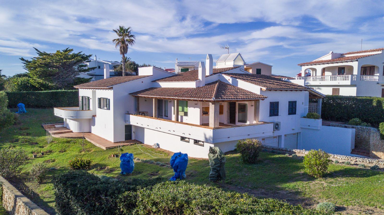 Villa in Arenal d'en Castell Ref: V2147 1