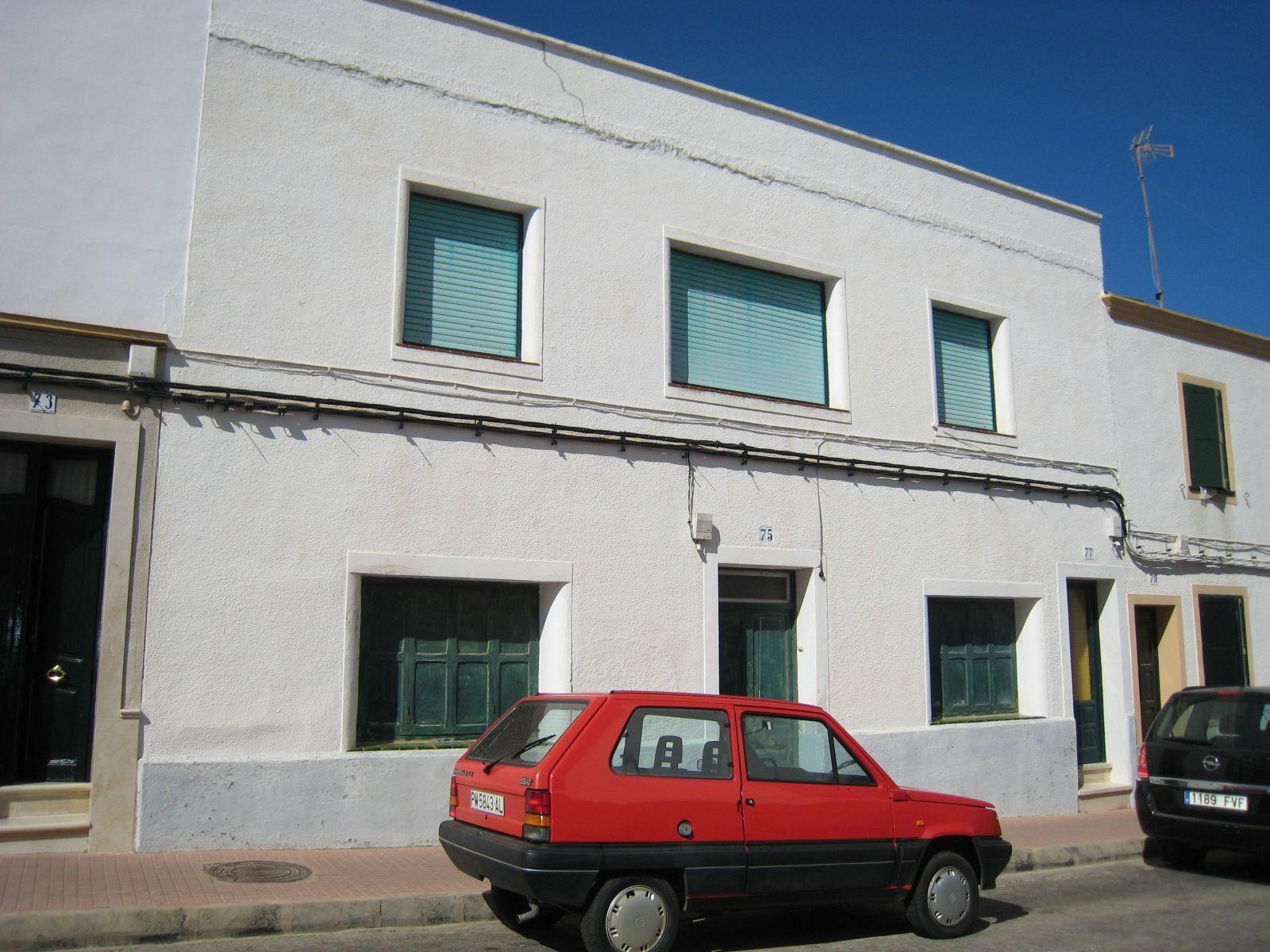 Mehrfamilienhaus in Es Castell Ref: V1020 7