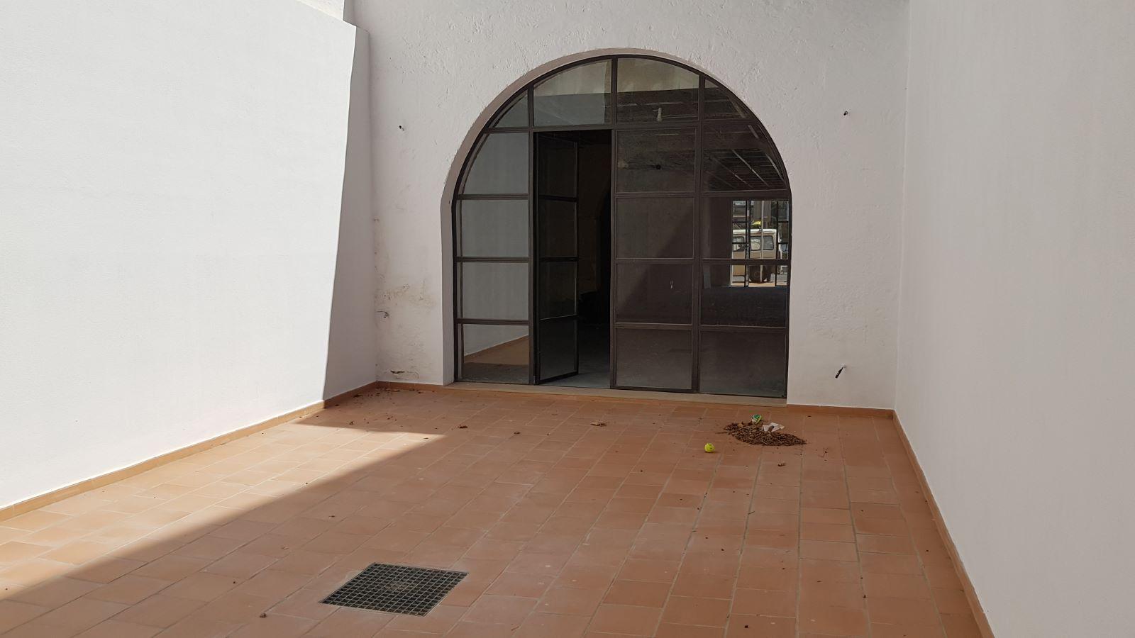 Local comercial en Mahón Ref: V2406 6