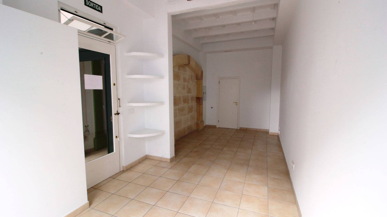 Local comercial en Alaior Ref: V2544 3