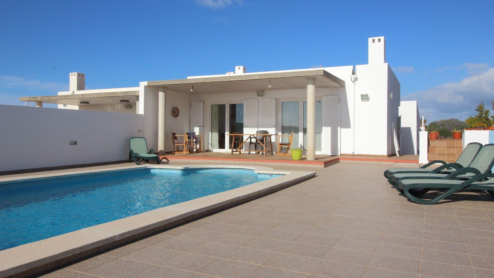Villa in Cala Llonga Ref: V2580 3