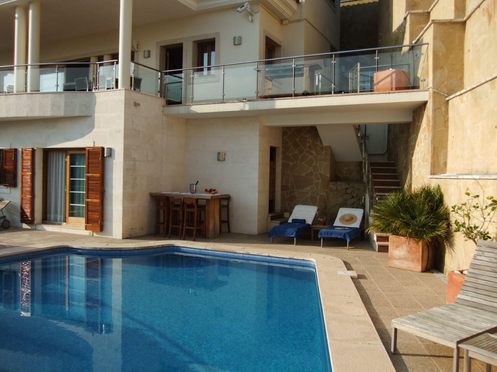 Villa in Cala Llonga Ref: H2201 15