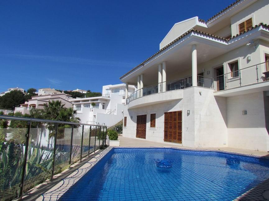 Villa in Cala Llonga Ref: H2201 18