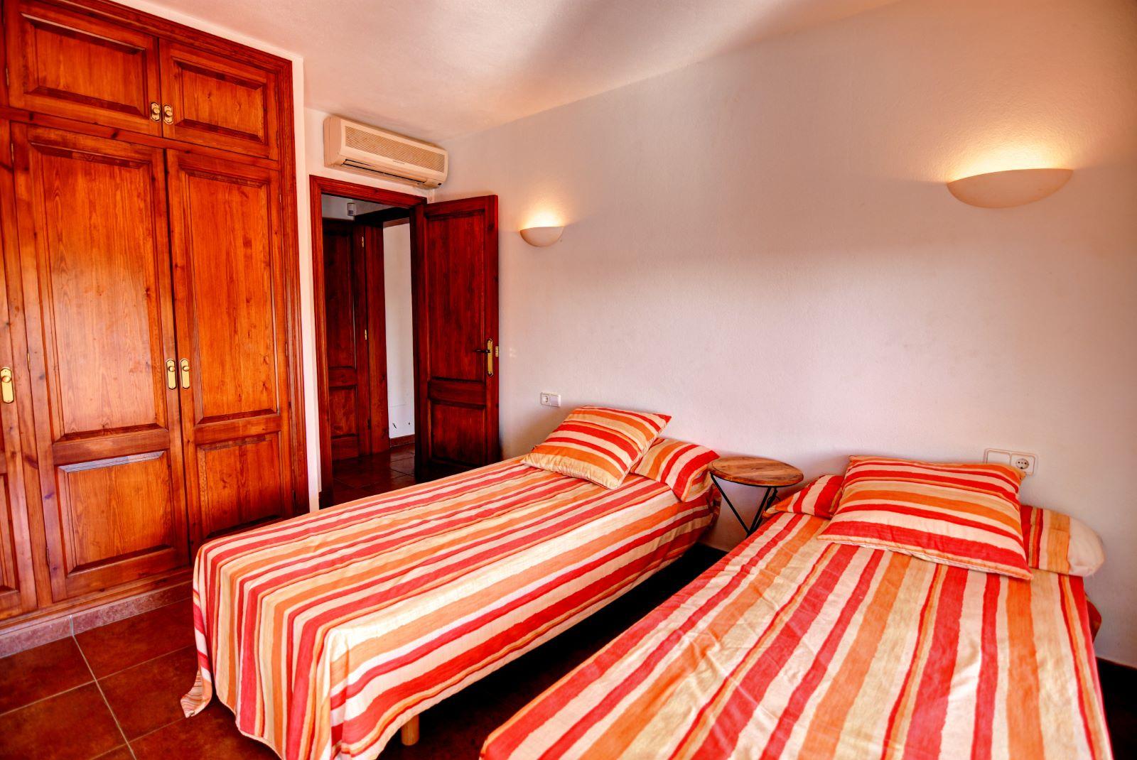 Villa in Cala Llonga Ref: H2311 16