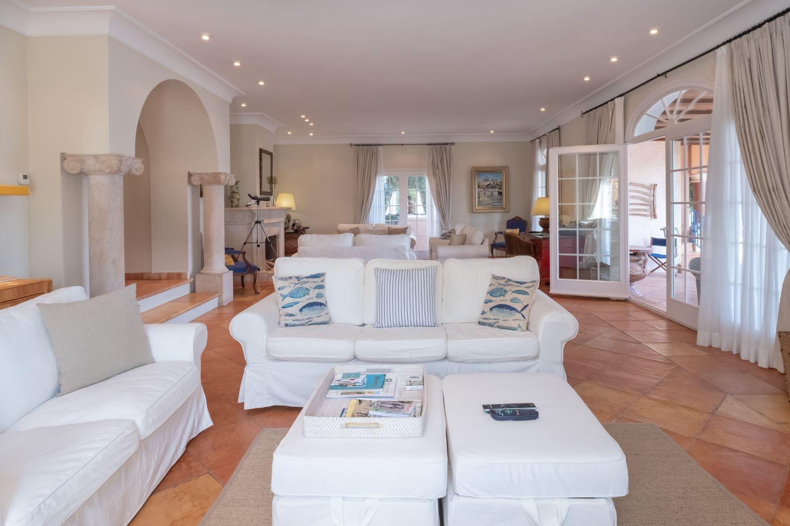 Villa in Cala Llonga Ref: H2334 13