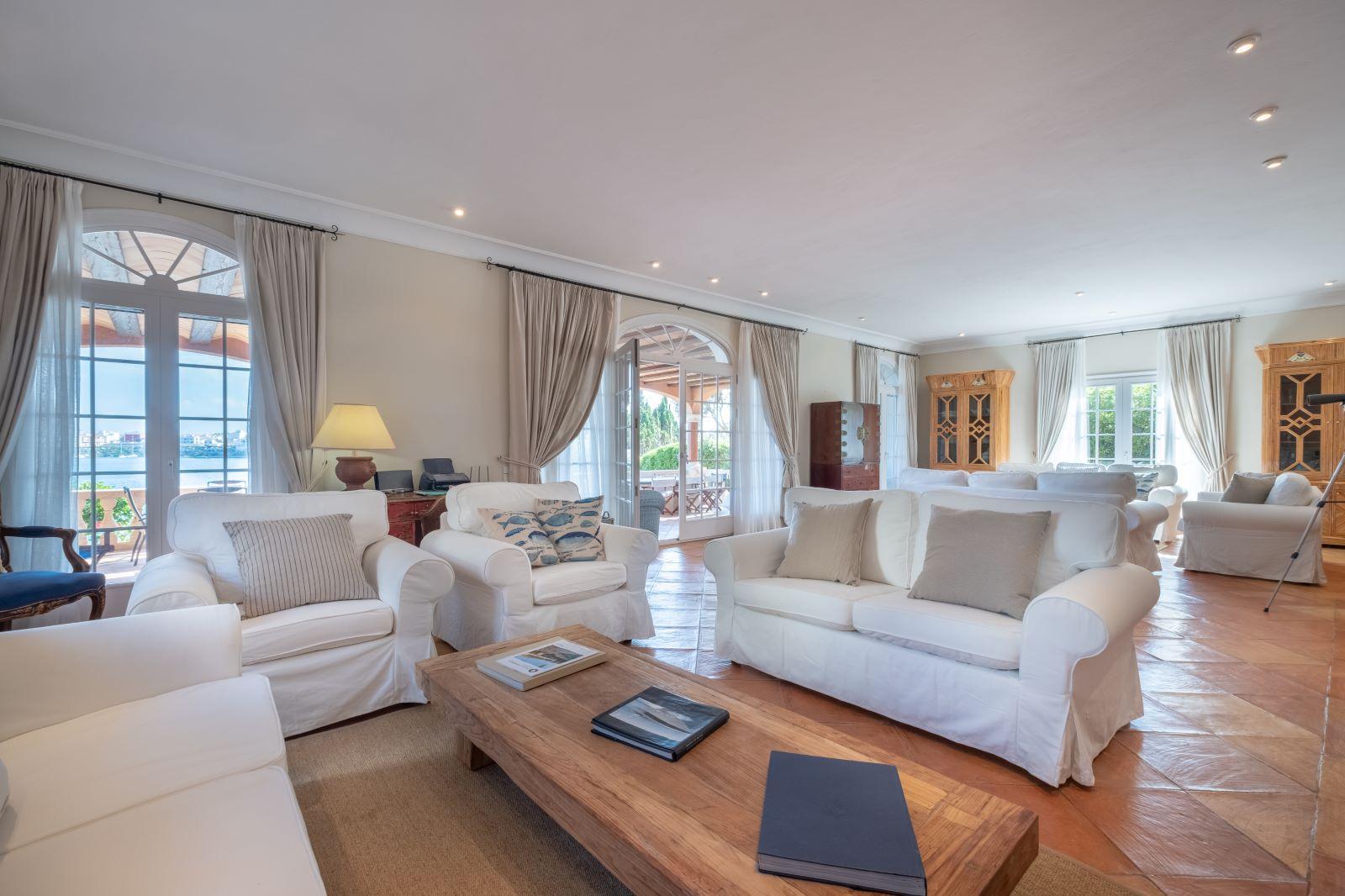 Villa in Cala Llonga Ref: H2334 14