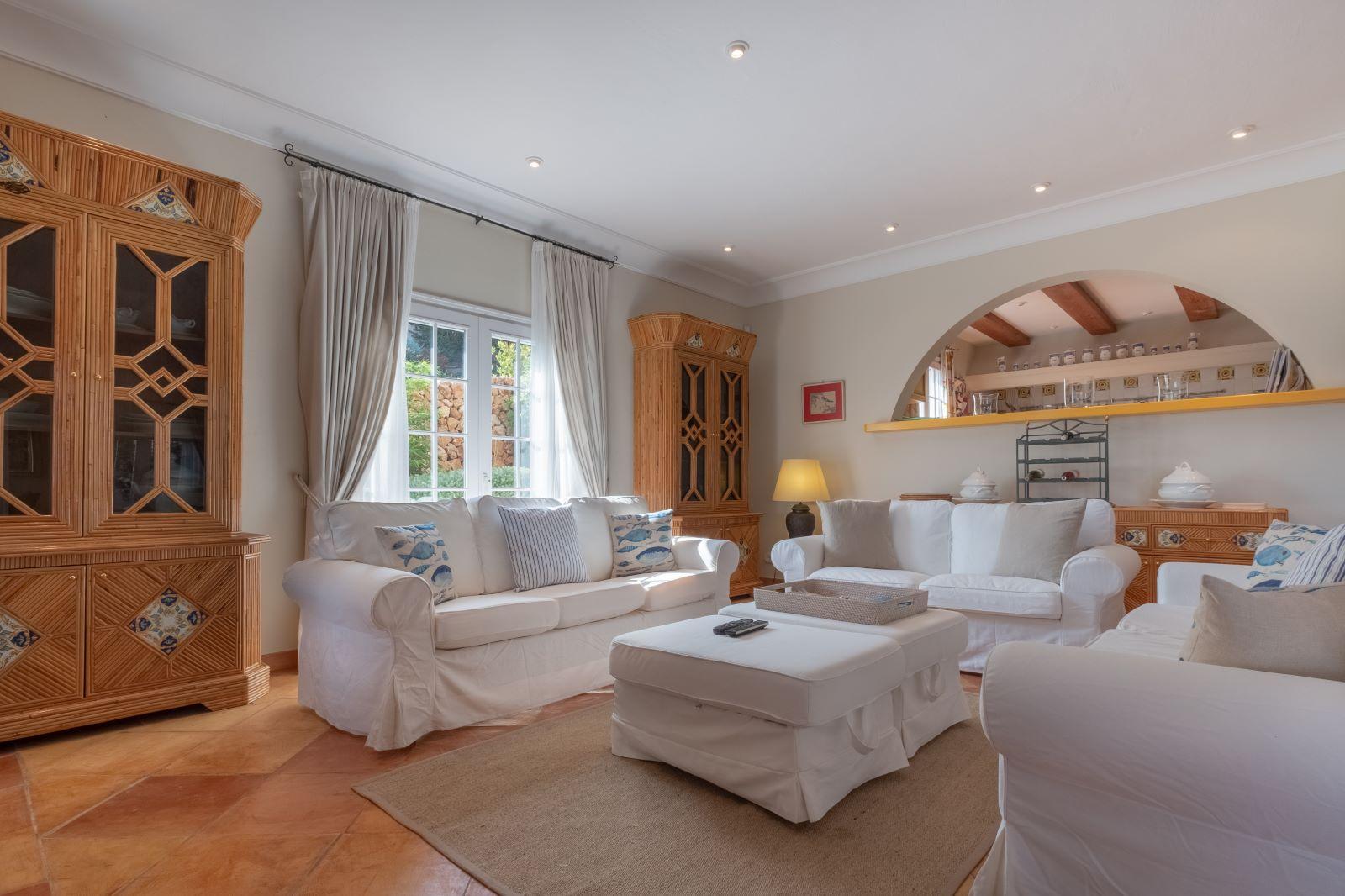 Villa in Cala Llonga Ref: H2334 16