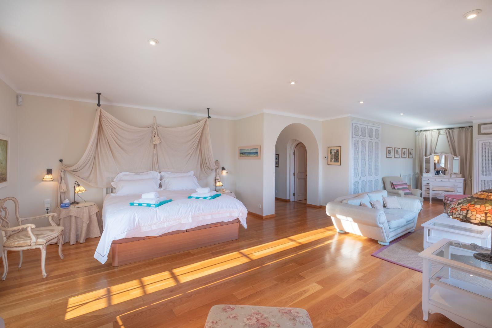 Villa in Cala Llonga Ref: H2334 21