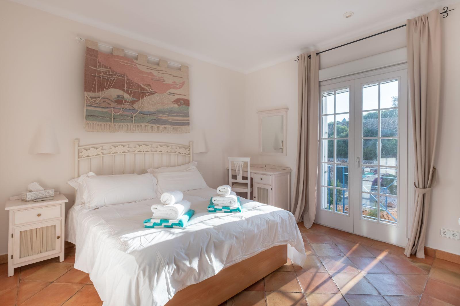 Villa in Cala Llonga Ref: H2334 24
