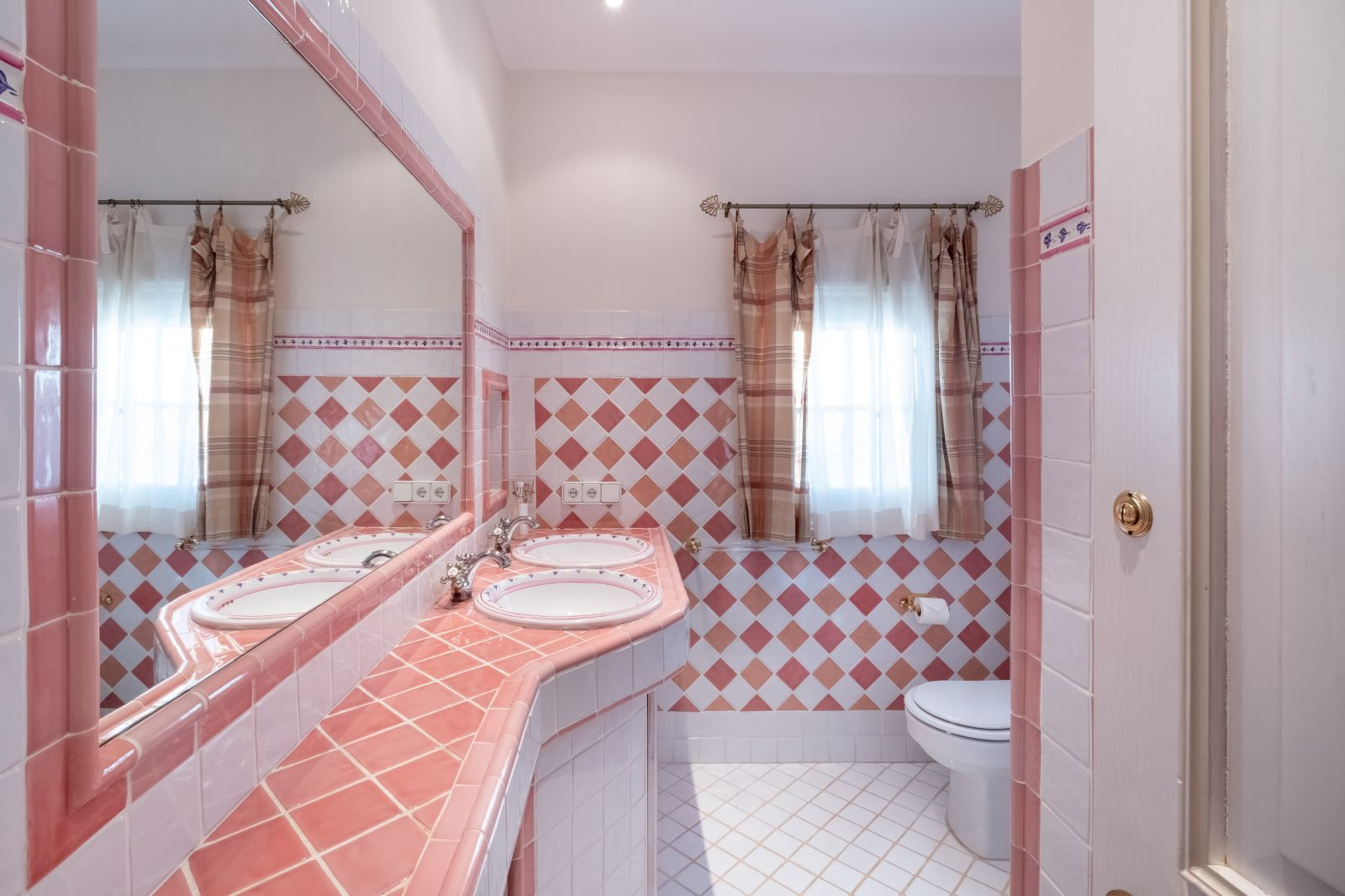 Villa in Cala Llonga Ref: H2334 25