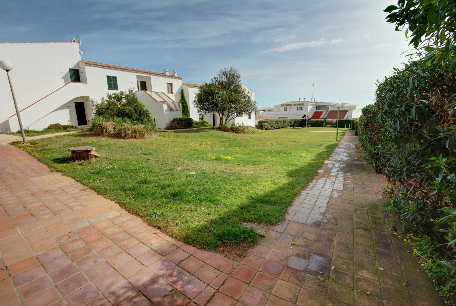Apartment in Arenal d'en Castell Ref: H2451 2