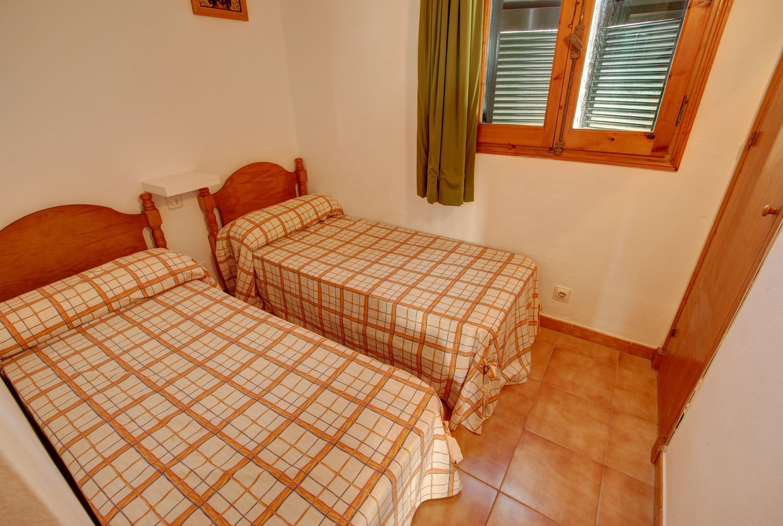 Apartment in Arenal d'en Castell Ref: H2451 9