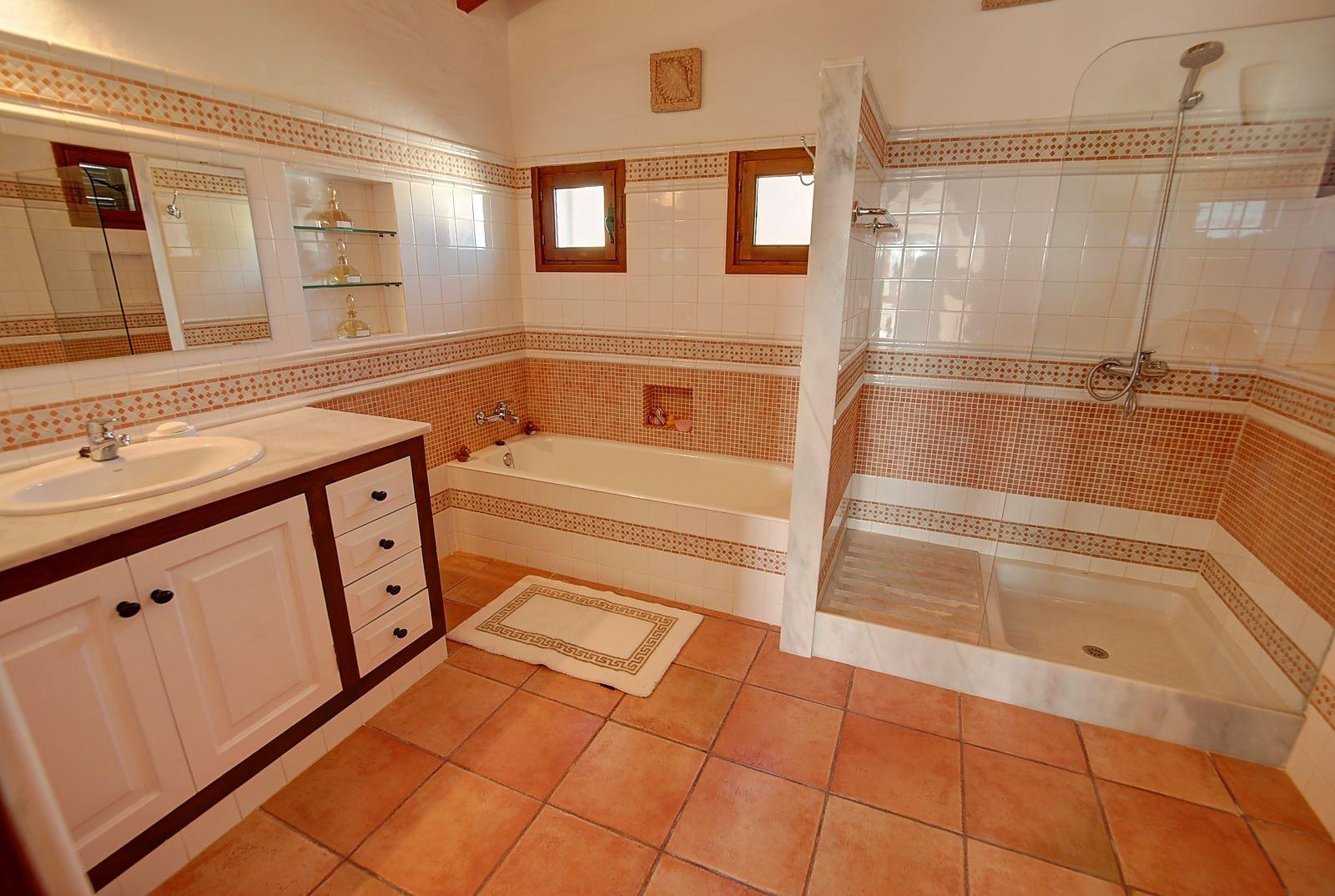 Villa in Cala Llonga Ref: H2514 18