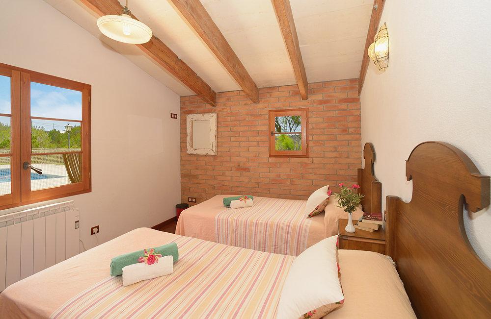 Landhaus in Cala Morell Ref: C19 6