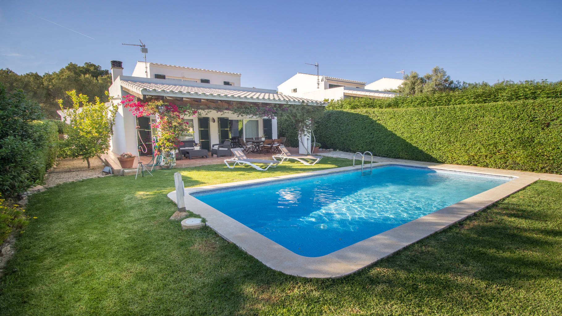 Villa for sale with swimming pool and garden in Biniancolla