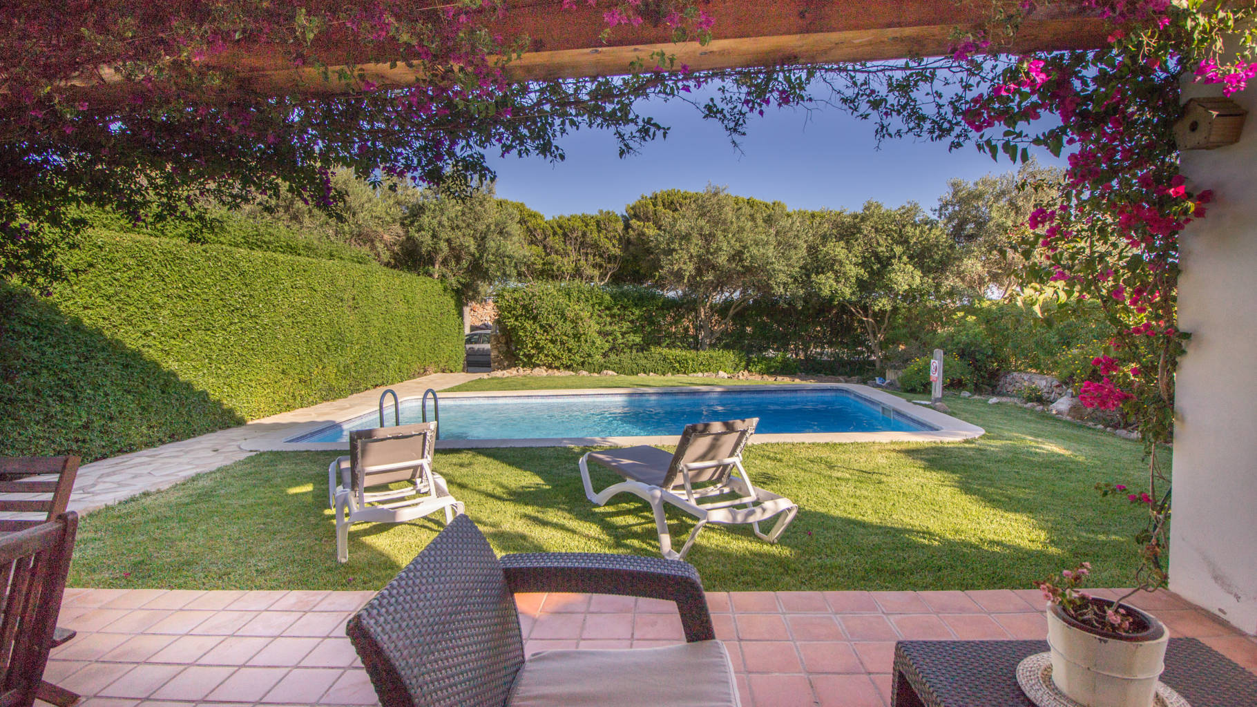 Villa for sale with covered terrace in Menorca