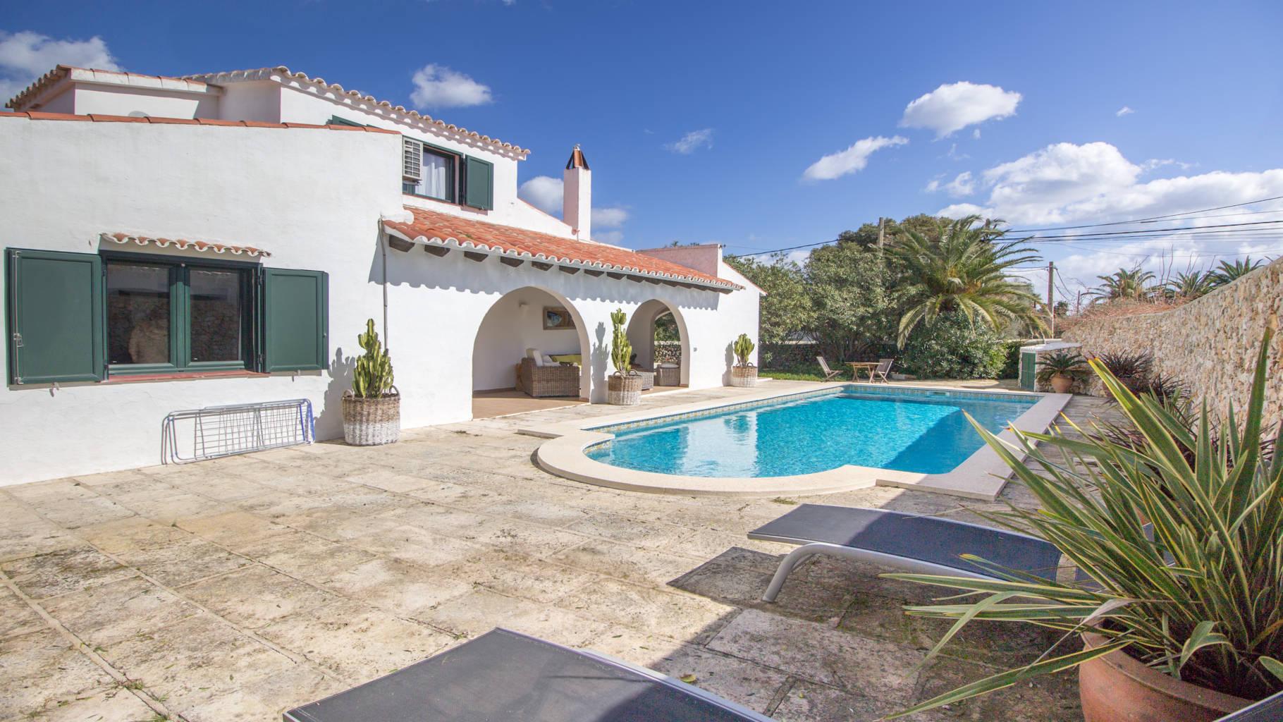 Villa avec piscine en vente à Trebaluger