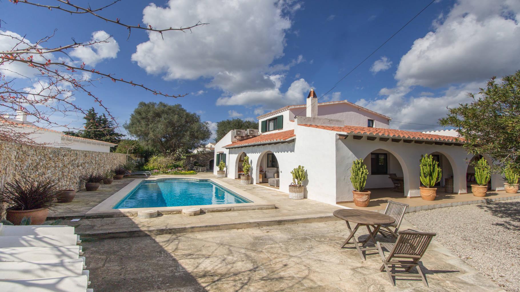 Villa avec piscine et 4 chambres à vendre à Trebaluger
