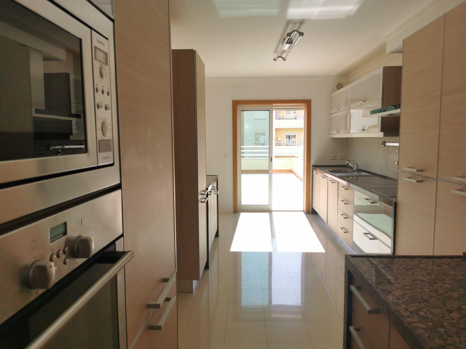 Used Apartment in Alto de Algés (Algés) – 175 m²