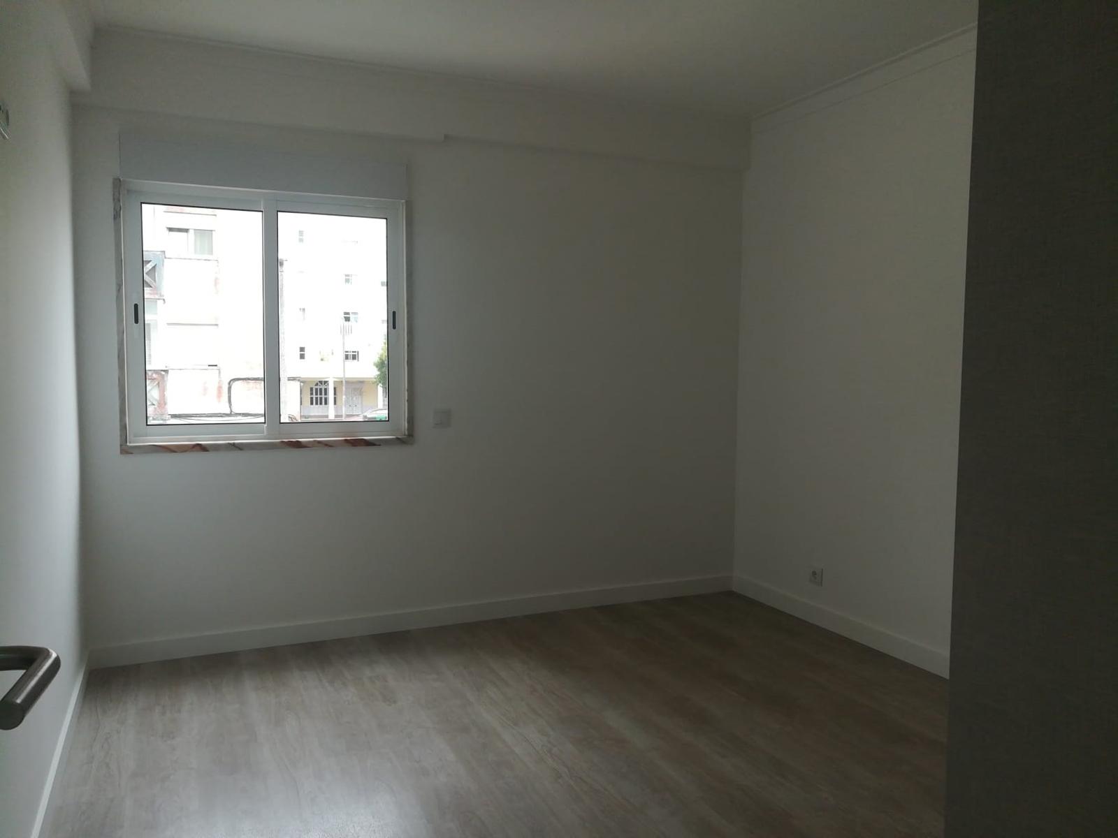 דירת 3 חדרים עם מרפסת, איזור ליסבון, למכירה