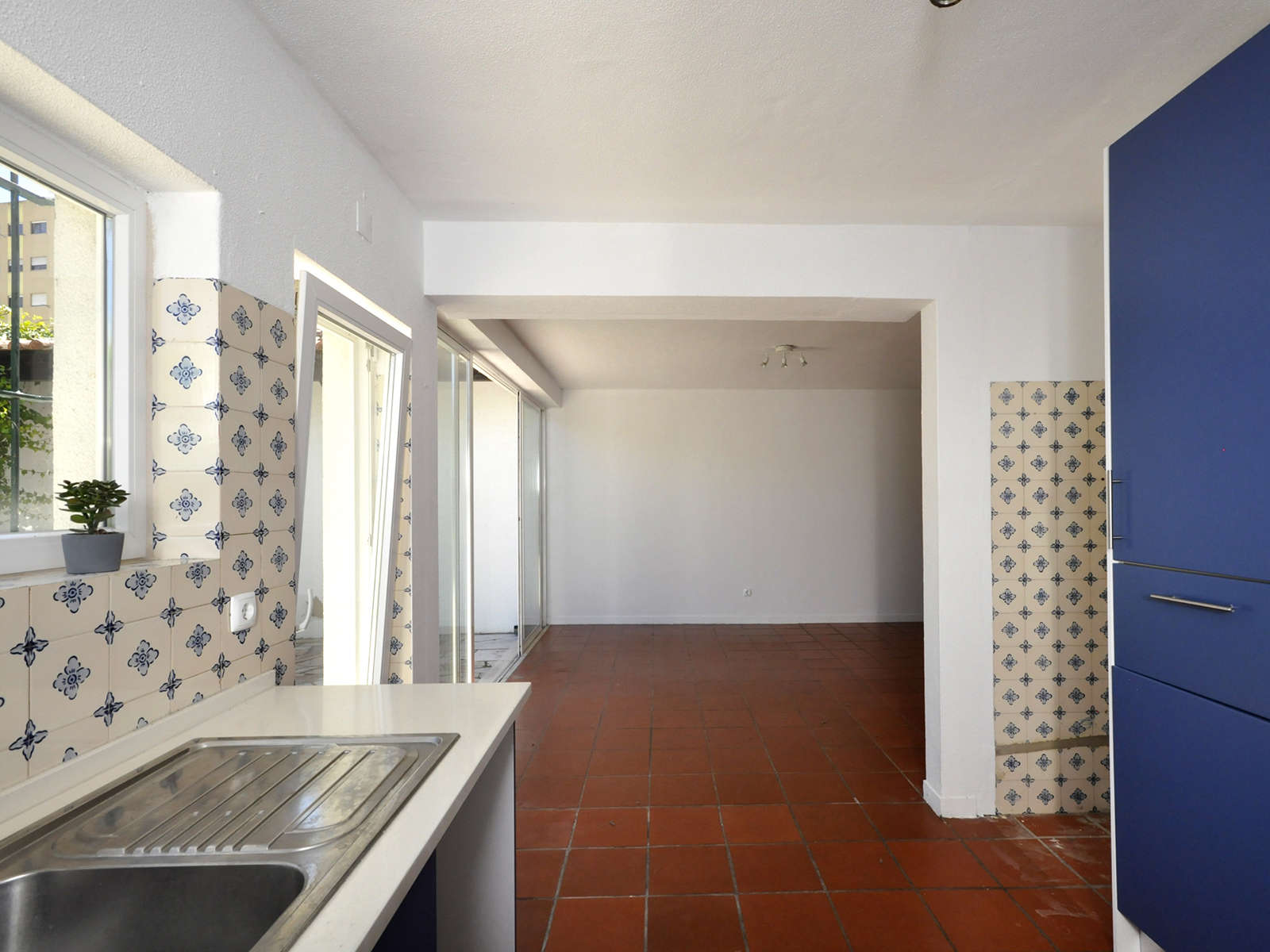 House T4 +1 Duplex equipped with central heating, garage and patio in Sassoeiros / Carcavelos – Opportunity!