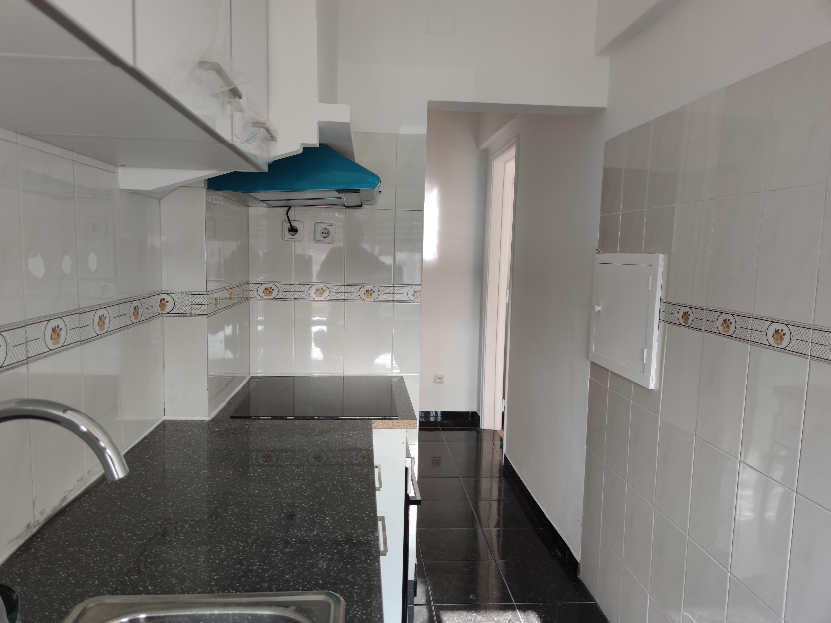 למכירה-דירת 2 חדרים באמדורה, קרובה למרכז העיר ליסבון