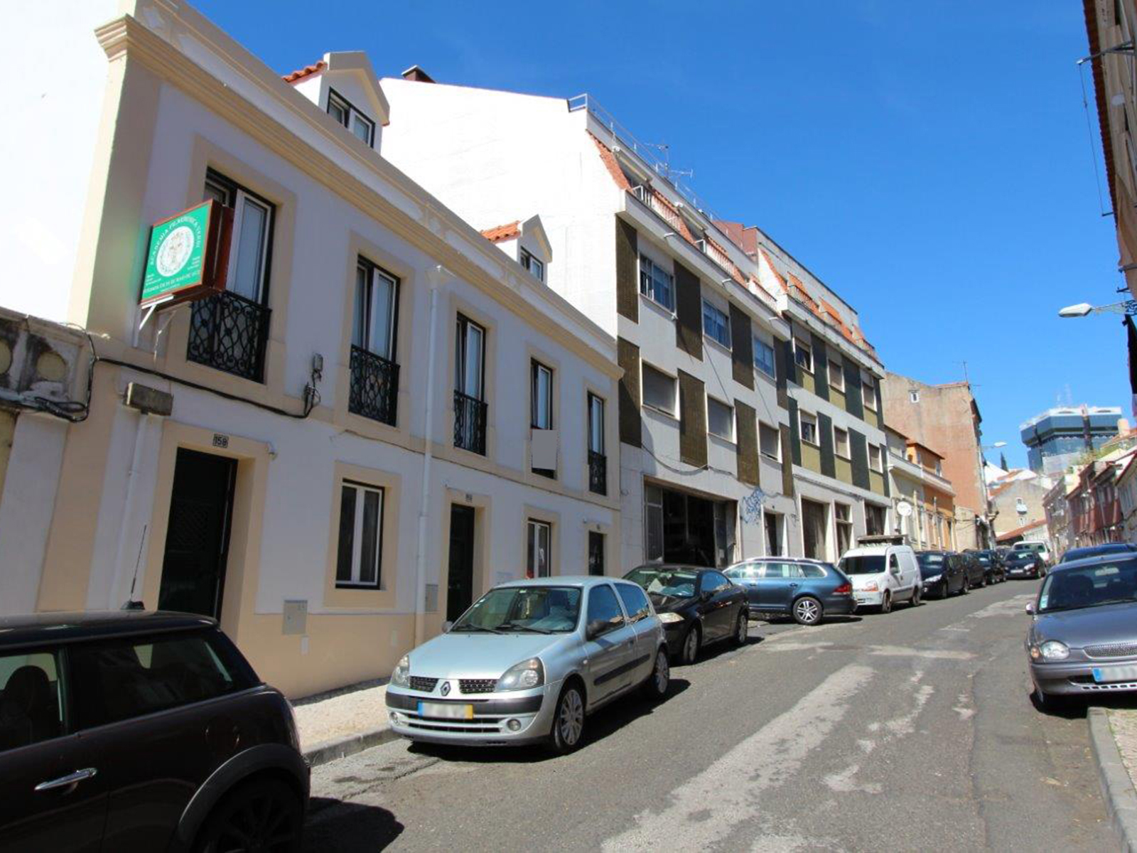 למכירה- דירה משופצת, 2 חדרים,ליסבון
