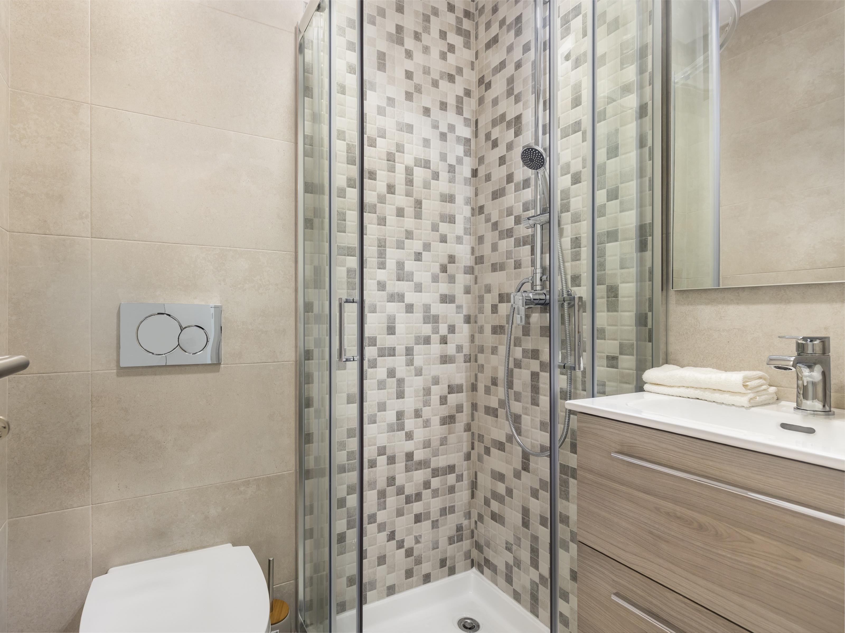 למכירה – דירת 3 חדרים, משופצת, בליסבון