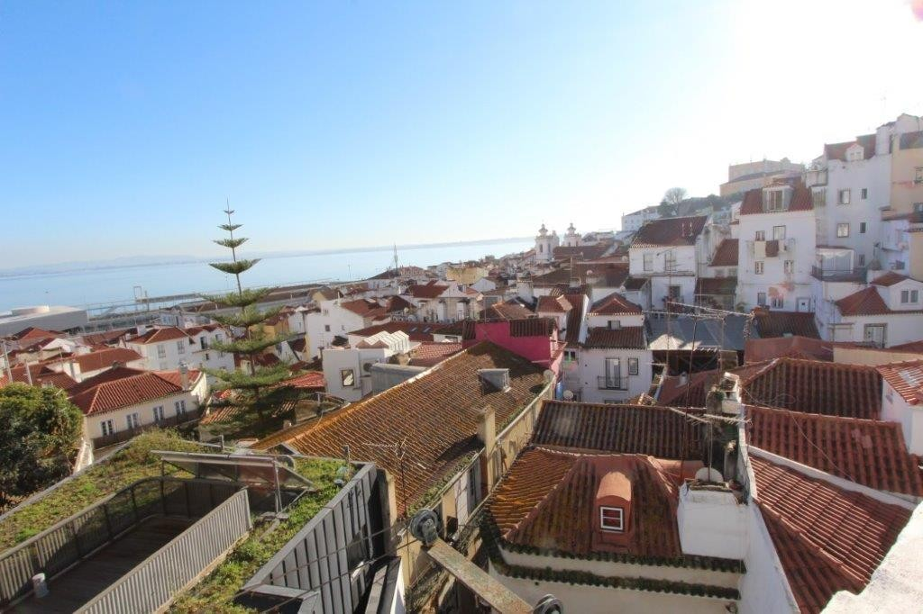 למכירה בליסבון-דירת דופלקס באלפמה עם נוף לנהר