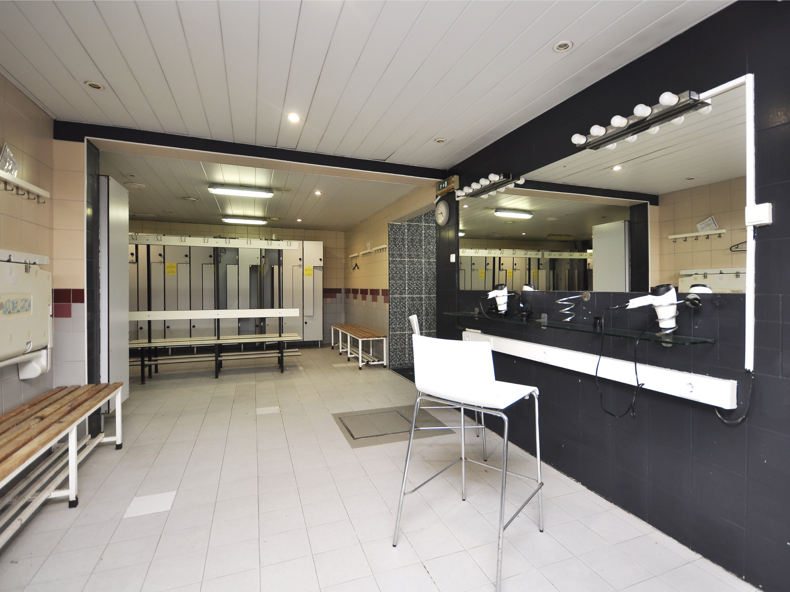 Commercial Space with 2.299m2, 3 parking places BRITANNIA RESIDENCE – Wall