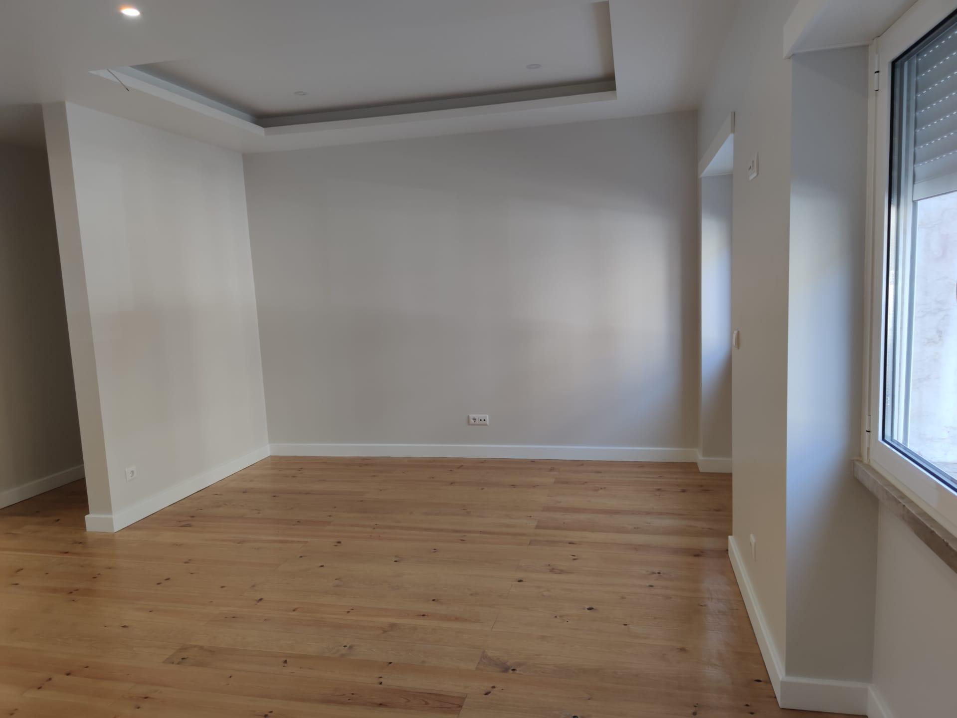 Remodelled Apartment in Olival Basto (Olival Basto) – 82 m²