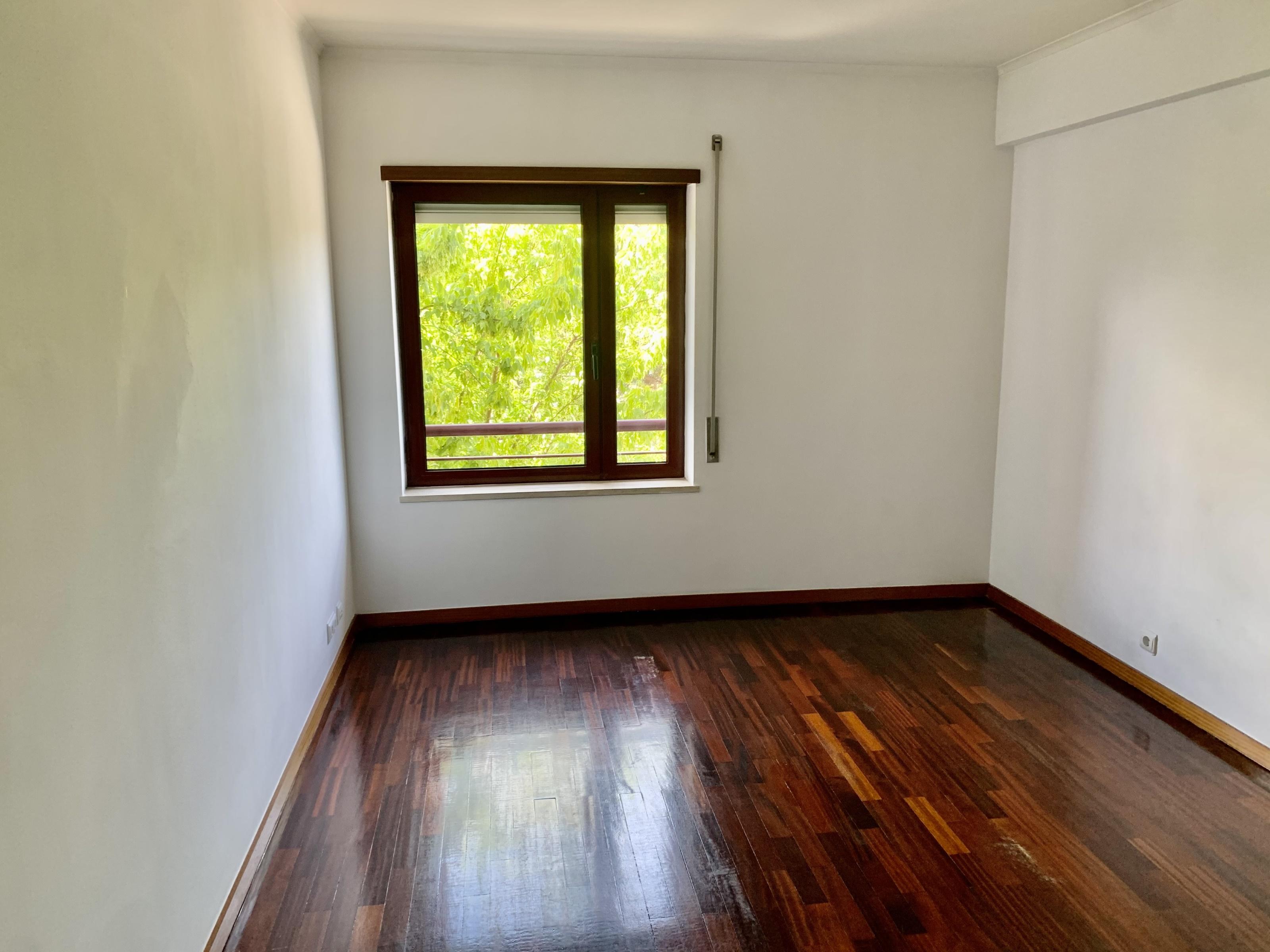 Used Apartment in Parque Olaias –