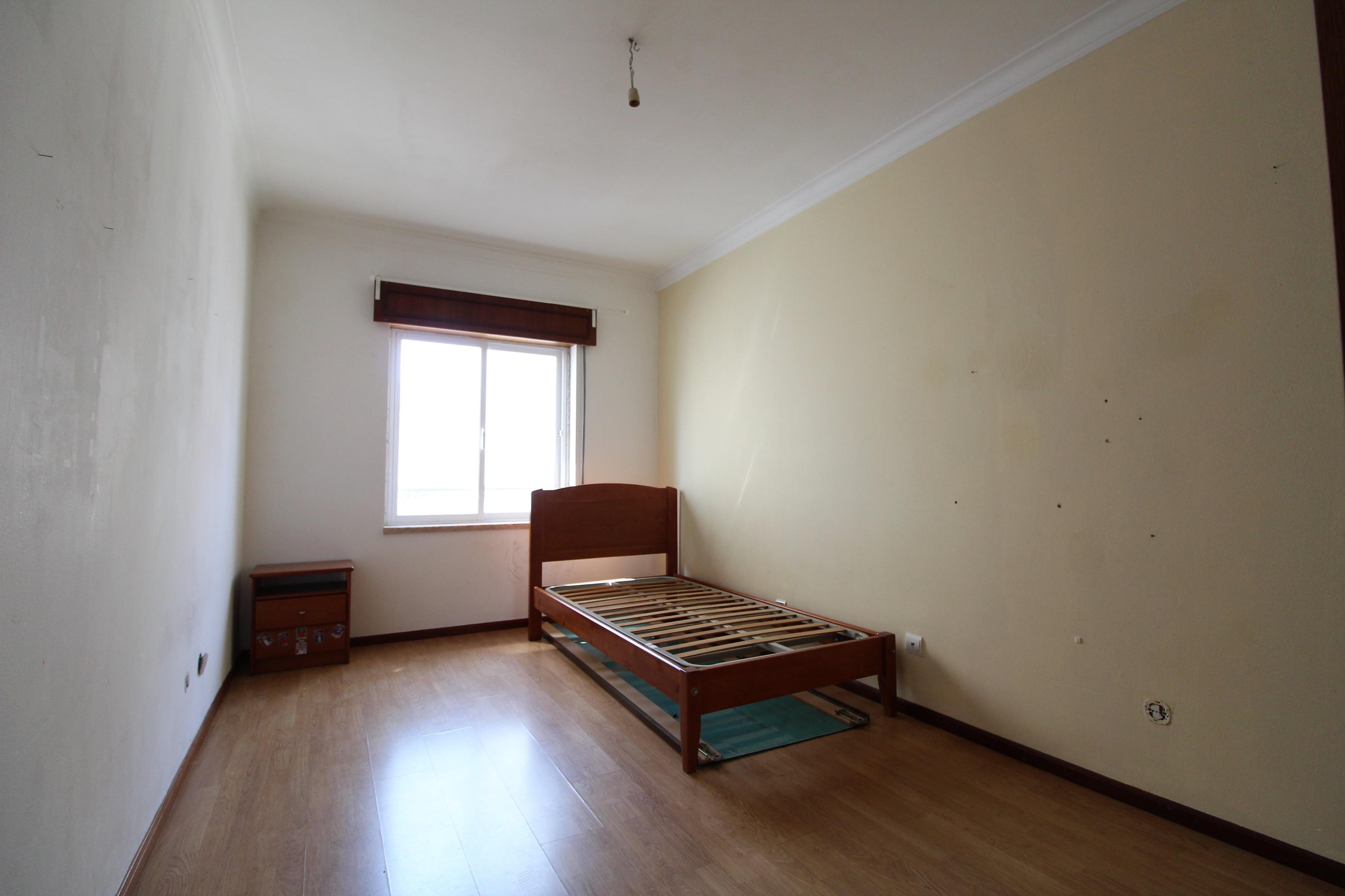 Used Apartment in Santa Marta de Corroios – 80 m²