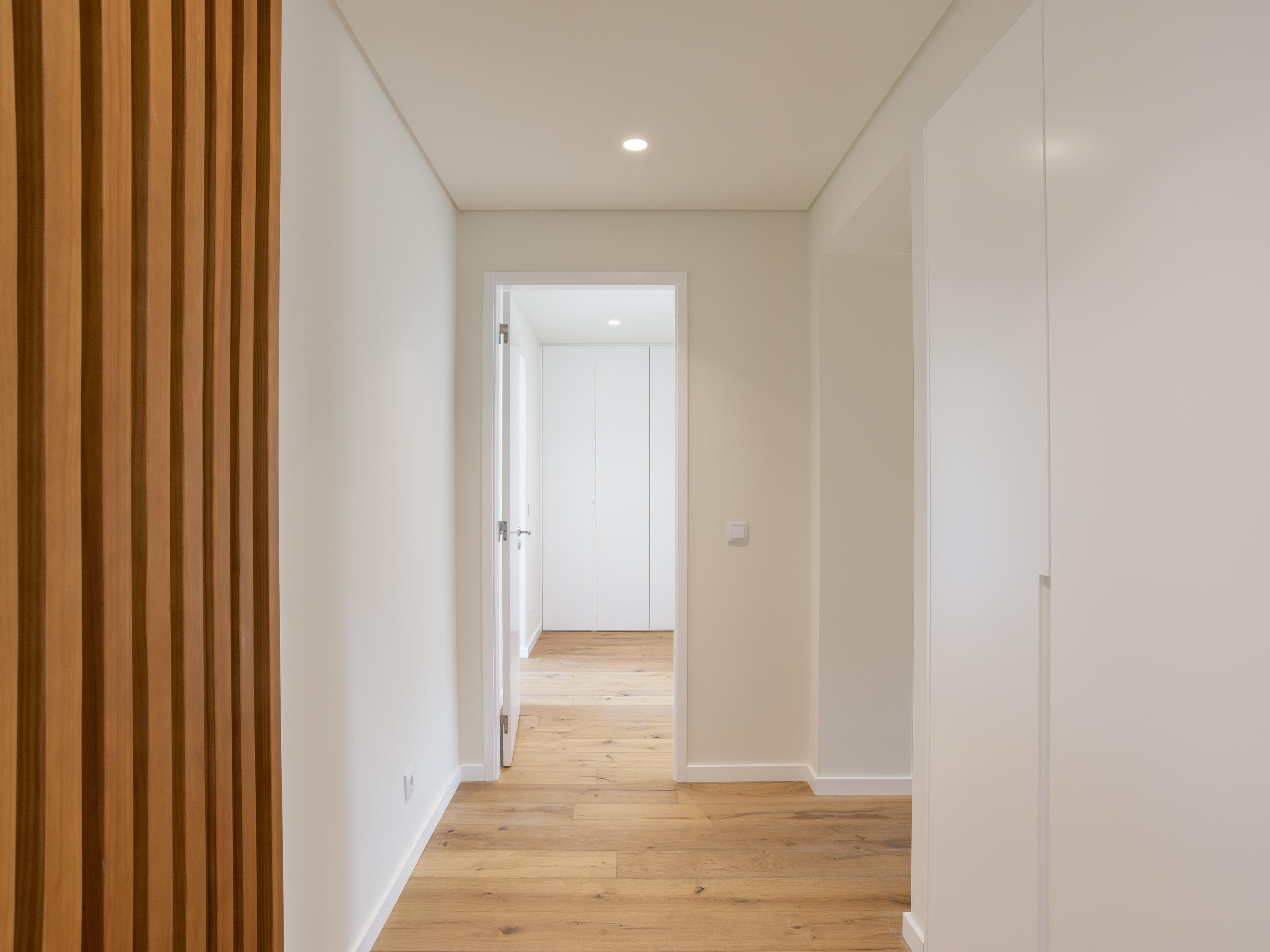 Refurbished Apartment in Av. da República (Nossa Senhora de Fátima) – 180 m²