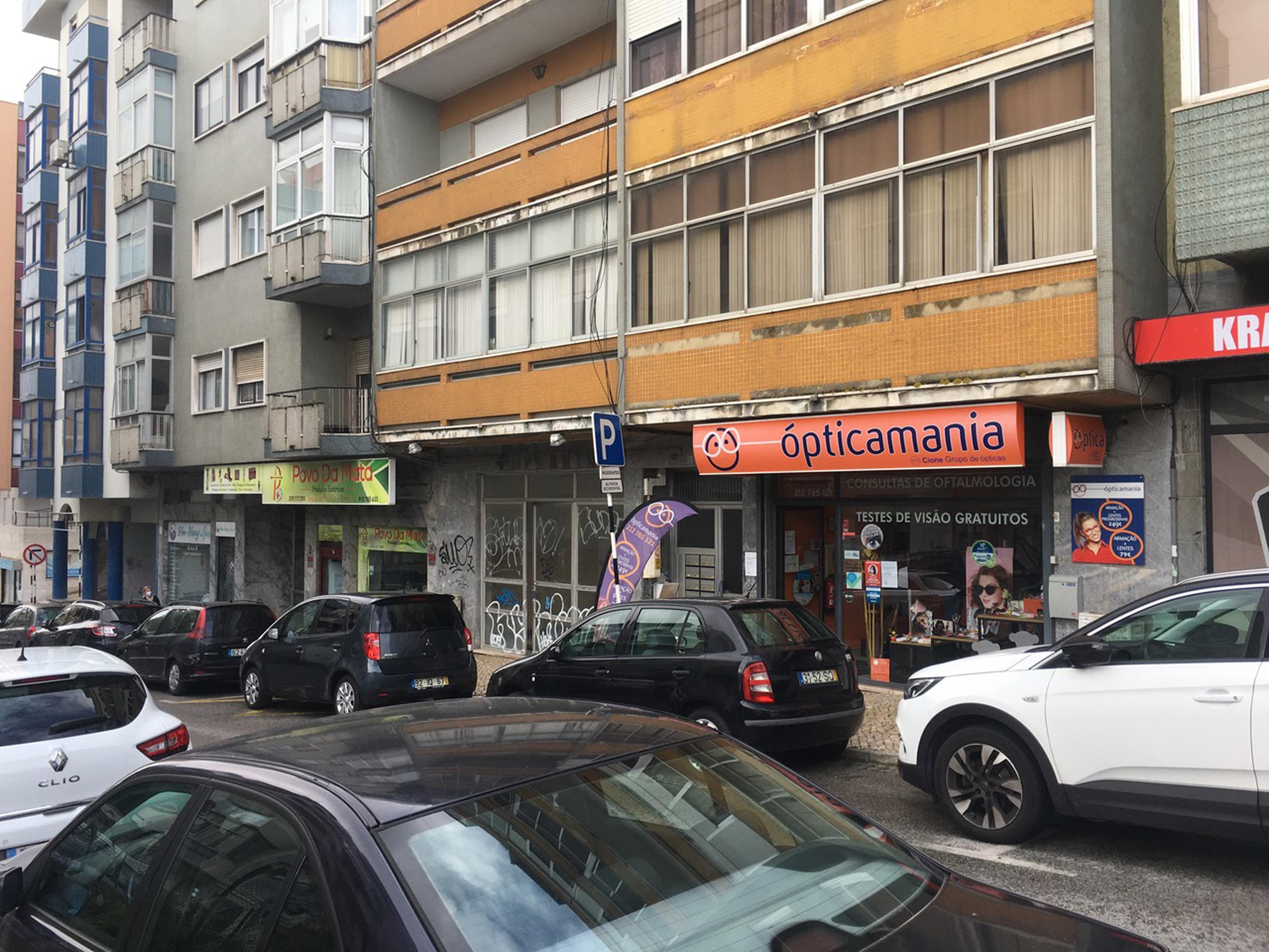 Used Commercial in Cova da Piedade (Cova da Piedade) – 80.74 m²