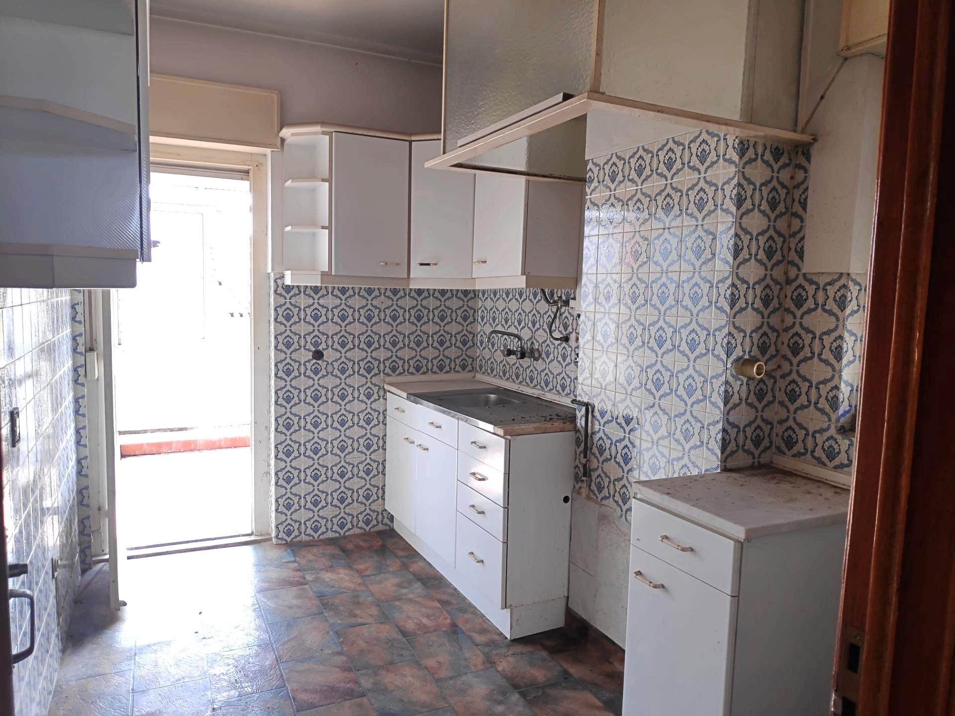 למכירה-דירת 3 חדרים, מטרופולין ליסבון
