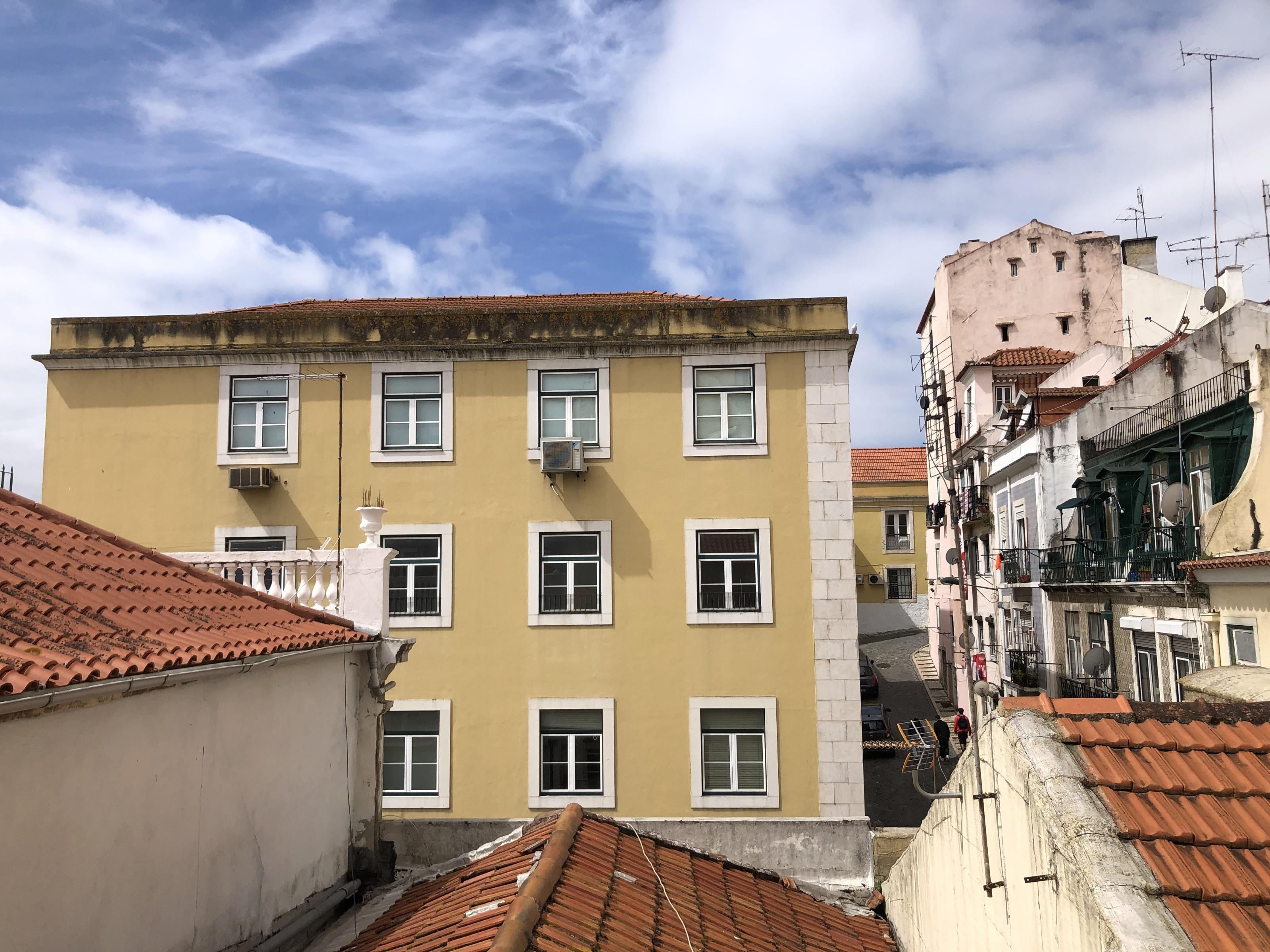 Used Apartment in Santa Apolónia (São Vicente de Fora) – 40 m²