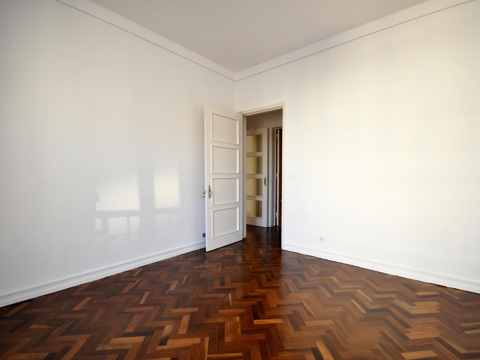 Refurbished Apartment in Av. Braamcamp (São Mamede) – 100 m²