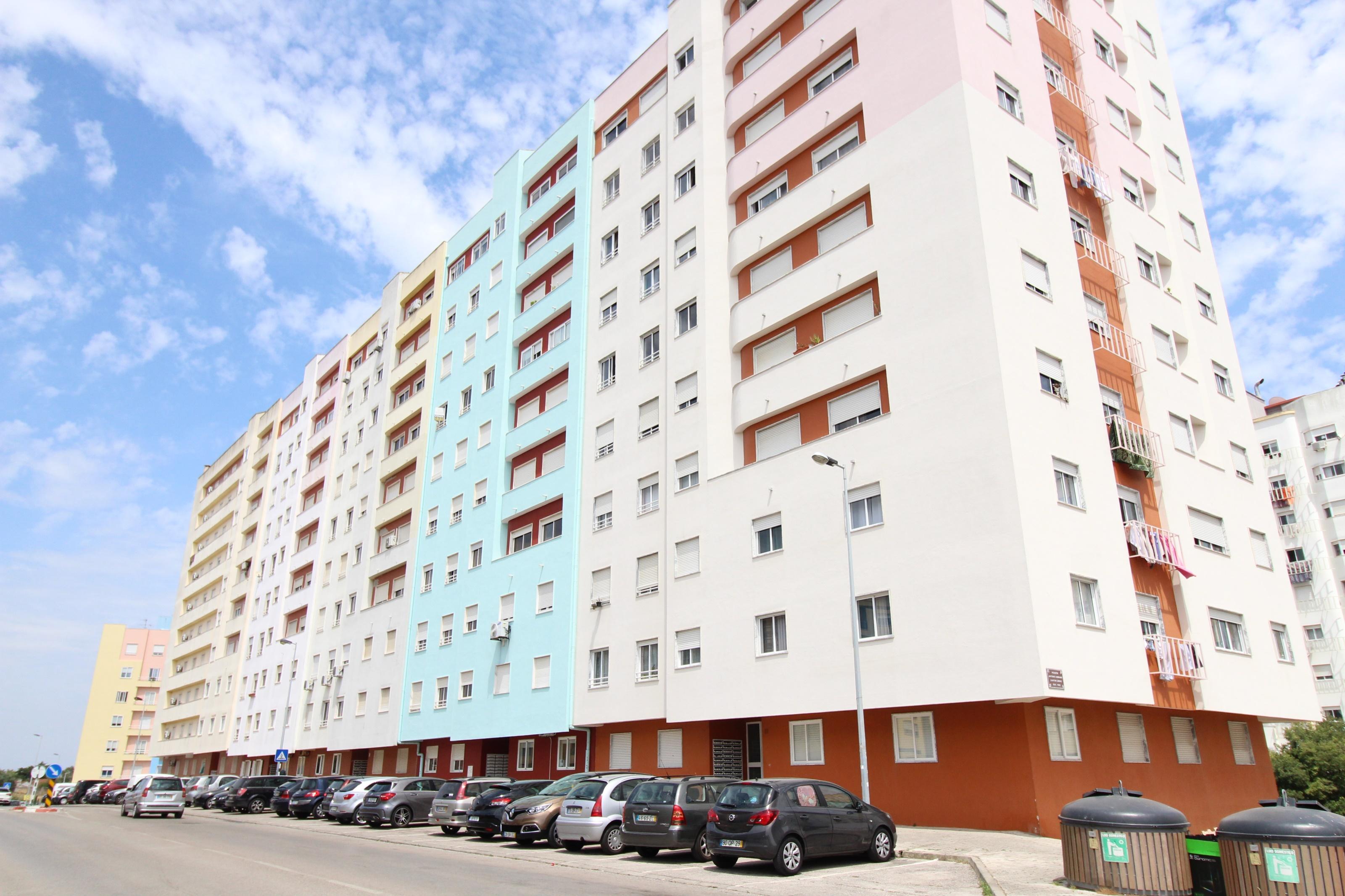 Used Apartment in Santa Marta de Corroios – 104 m²