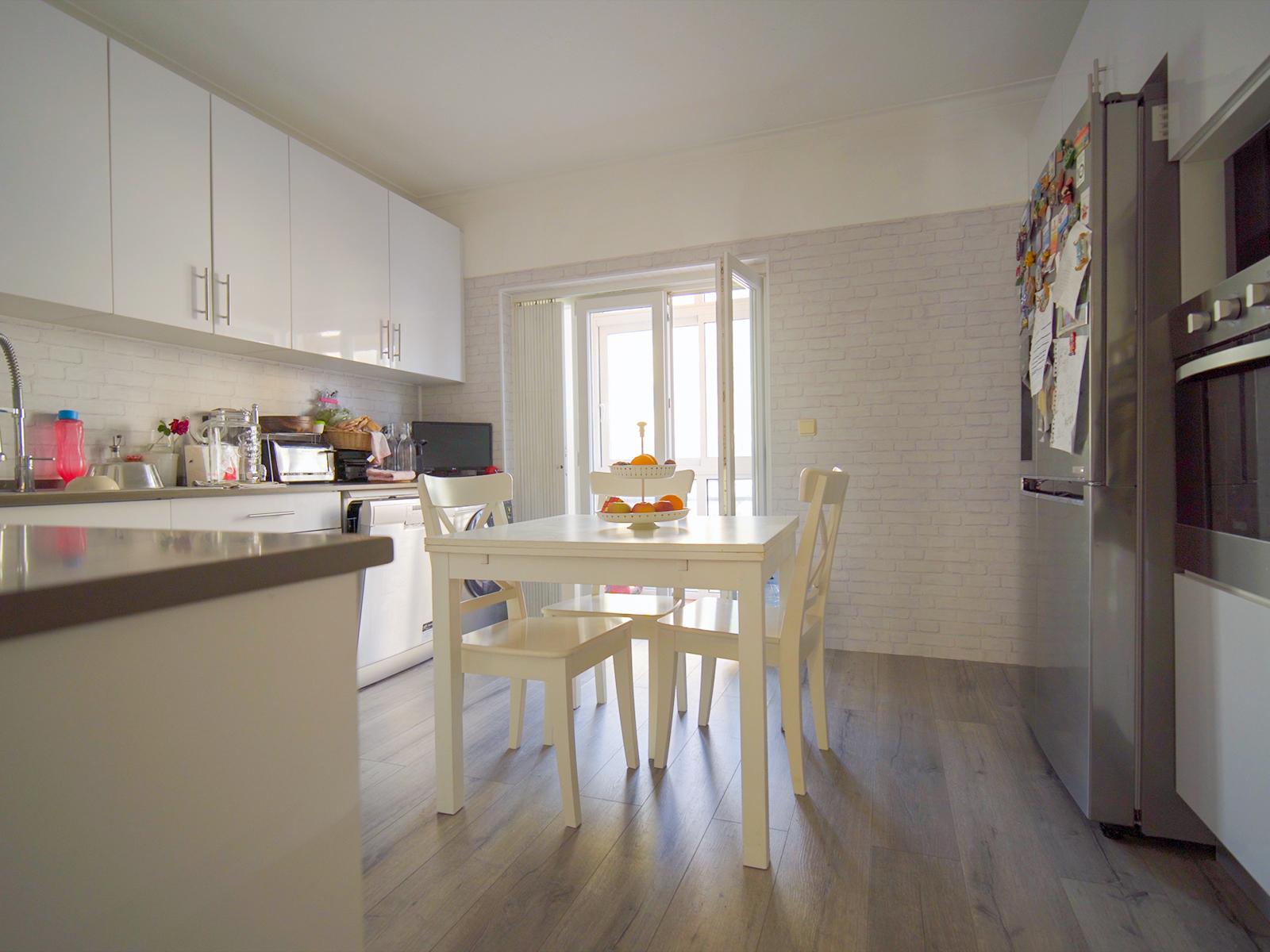 למכירה – דירה 3 חדרים+חצר, מטרופולין ליסבון