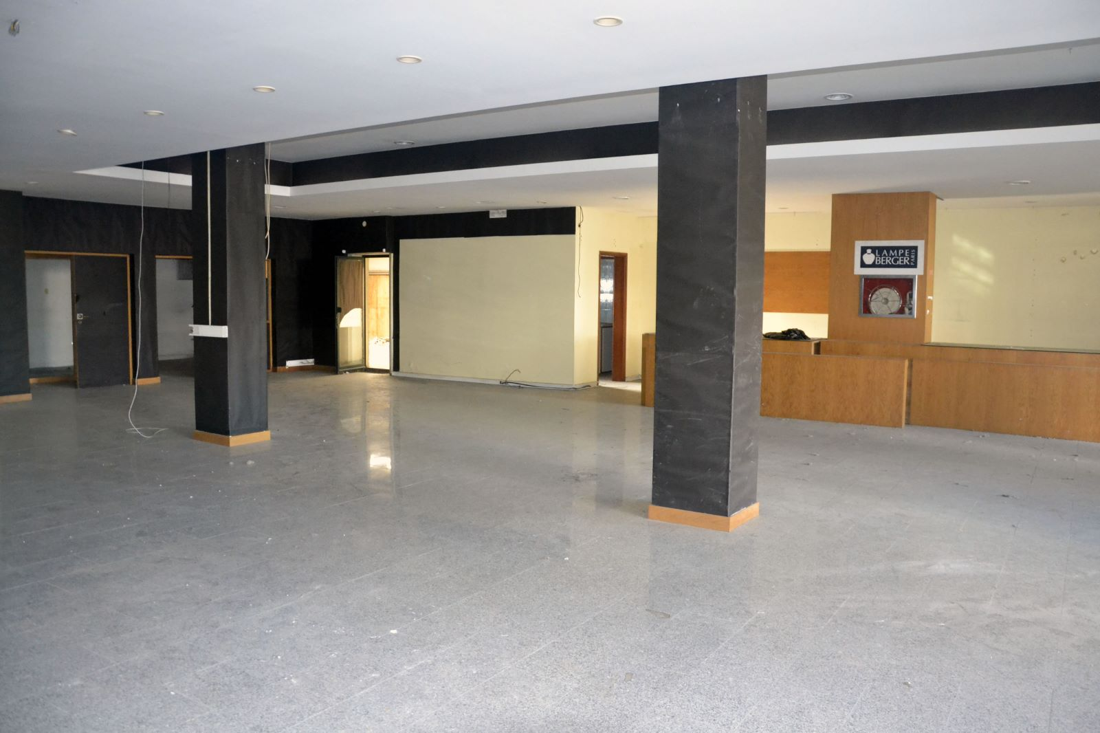 Store 780 m2, front of the Hotel Ipanema Park